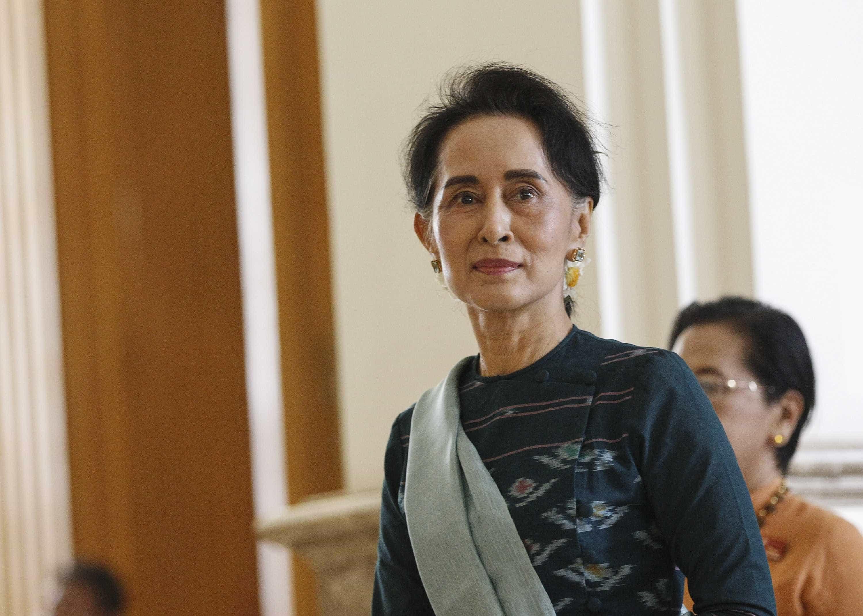 Amnistia retira prémio a Aung San Suu Kyi por trair valores