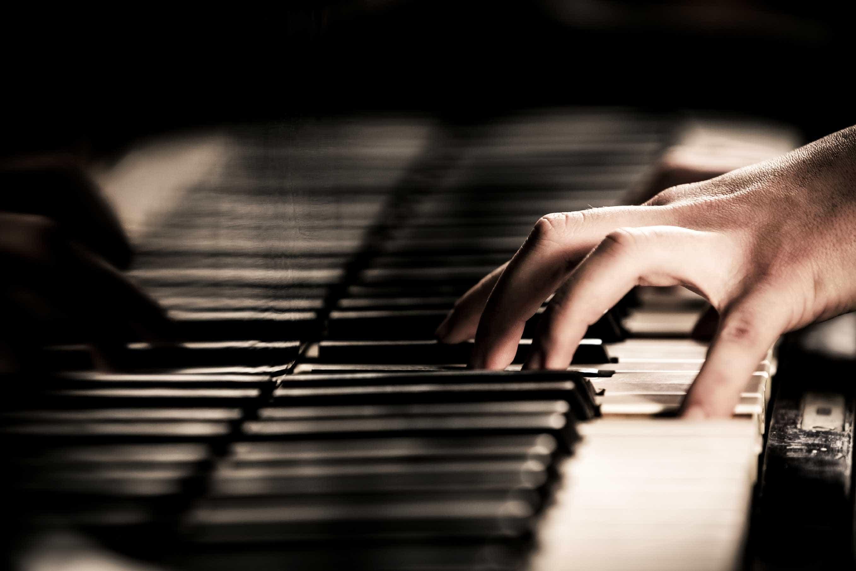 """Pianista """"puxa"""" por dotes musicais de reclusos em Viseu"""
