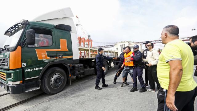 Sindicato dos Estivadores 'volta à carga' e entrega pré-aviso de greve