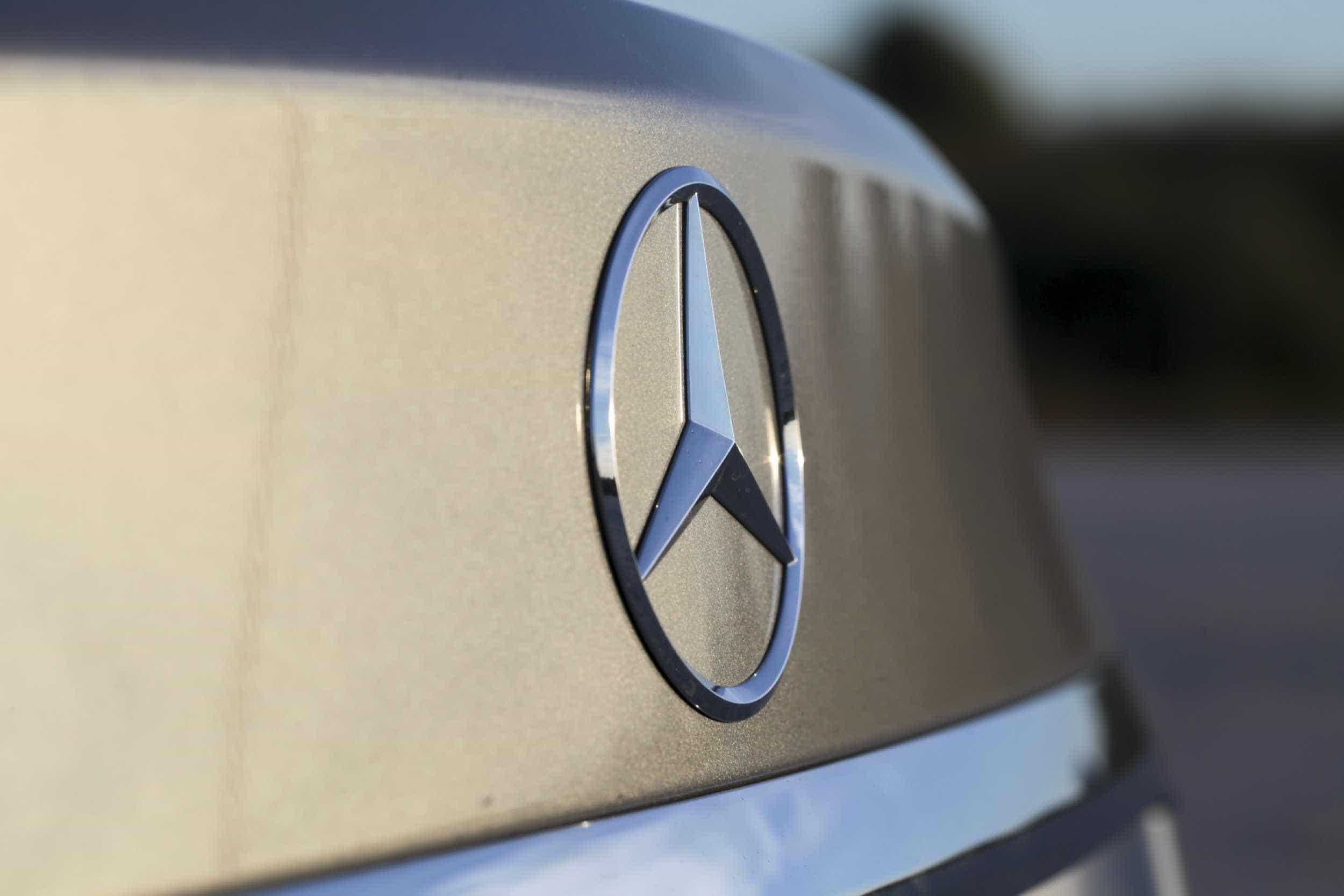 Mercedes chinesa chama para revisão quase 100 mil veículos com problemas
