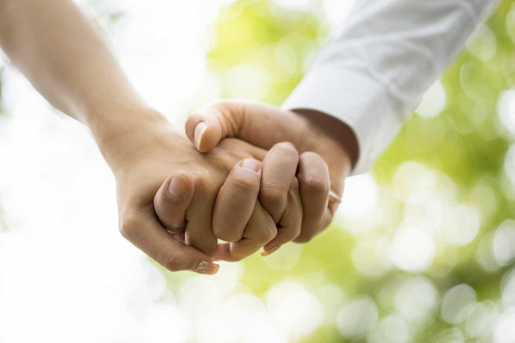 Mãe lésbica apaixona-se por dador de esperma que foi 'pai' das filhas