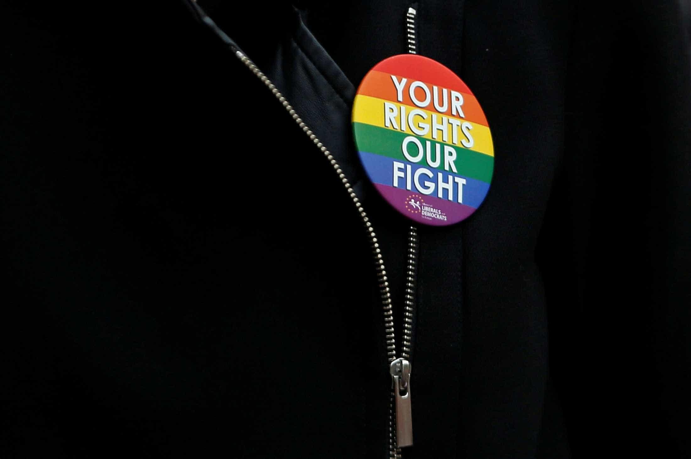 Foi rejeitado pela família no Natal por ser gay. Professor surpreendeu-o