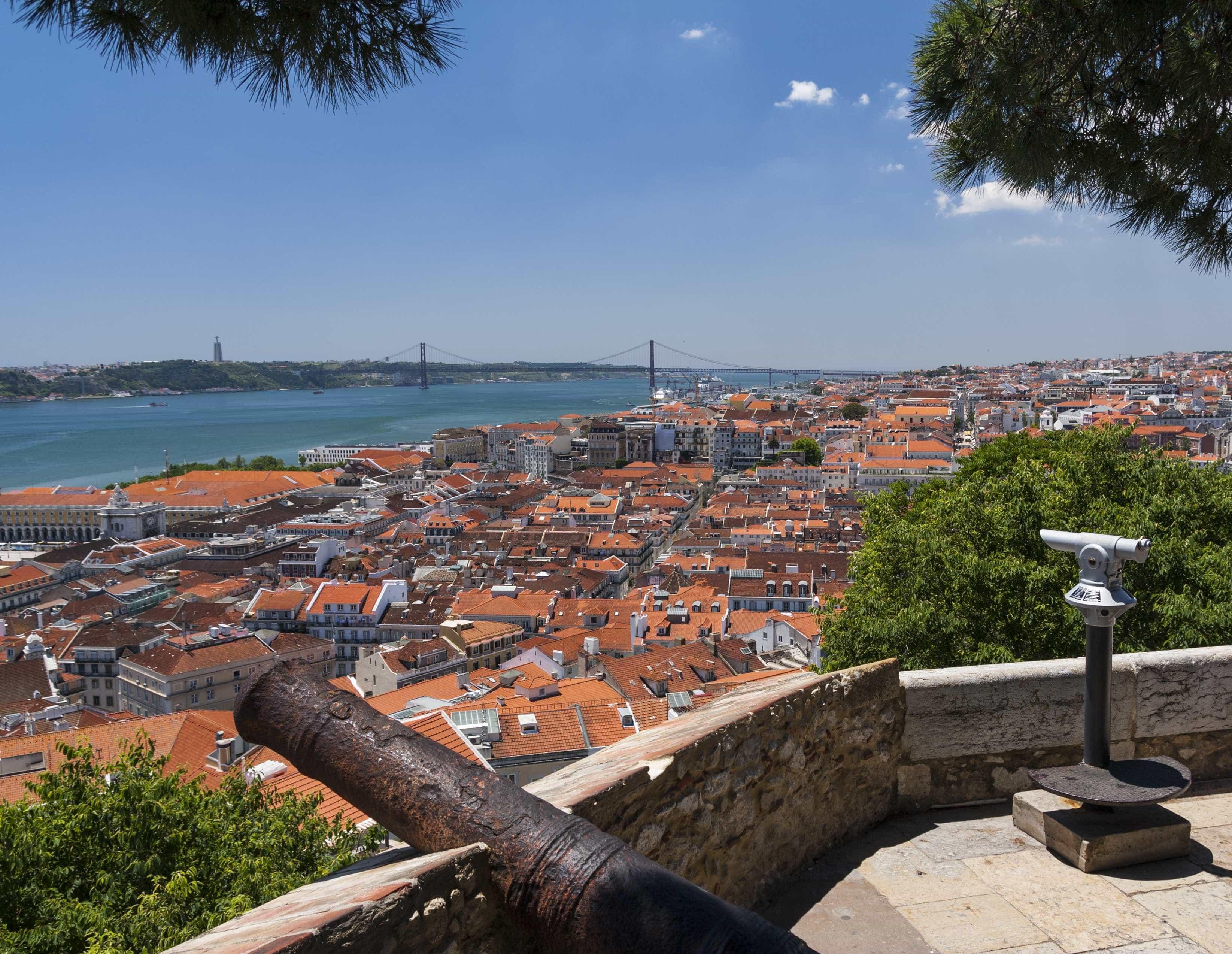 """Alojamento local com """"crescimento moderado"""" e descida de 60% em Lisboa"""