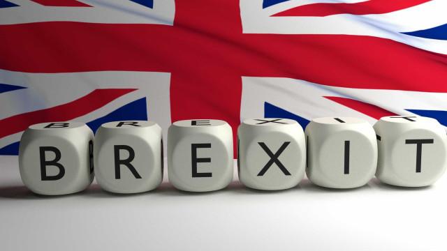 Brexit: Uma empresa em cada três planeia deixar o Reino Unido