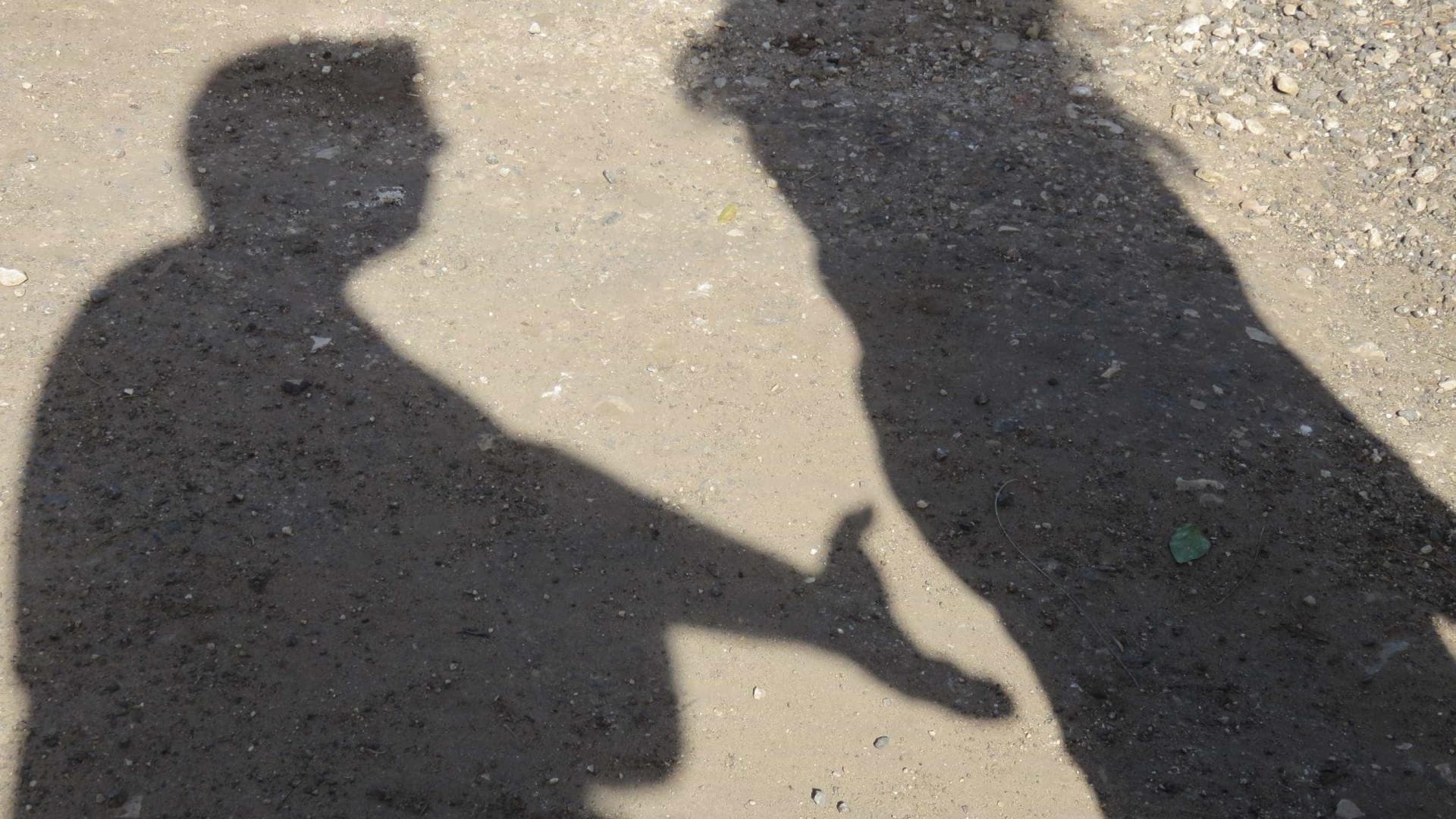 Agredia psicologicamente mulher de 86 anos. Foi detido com armas em casa