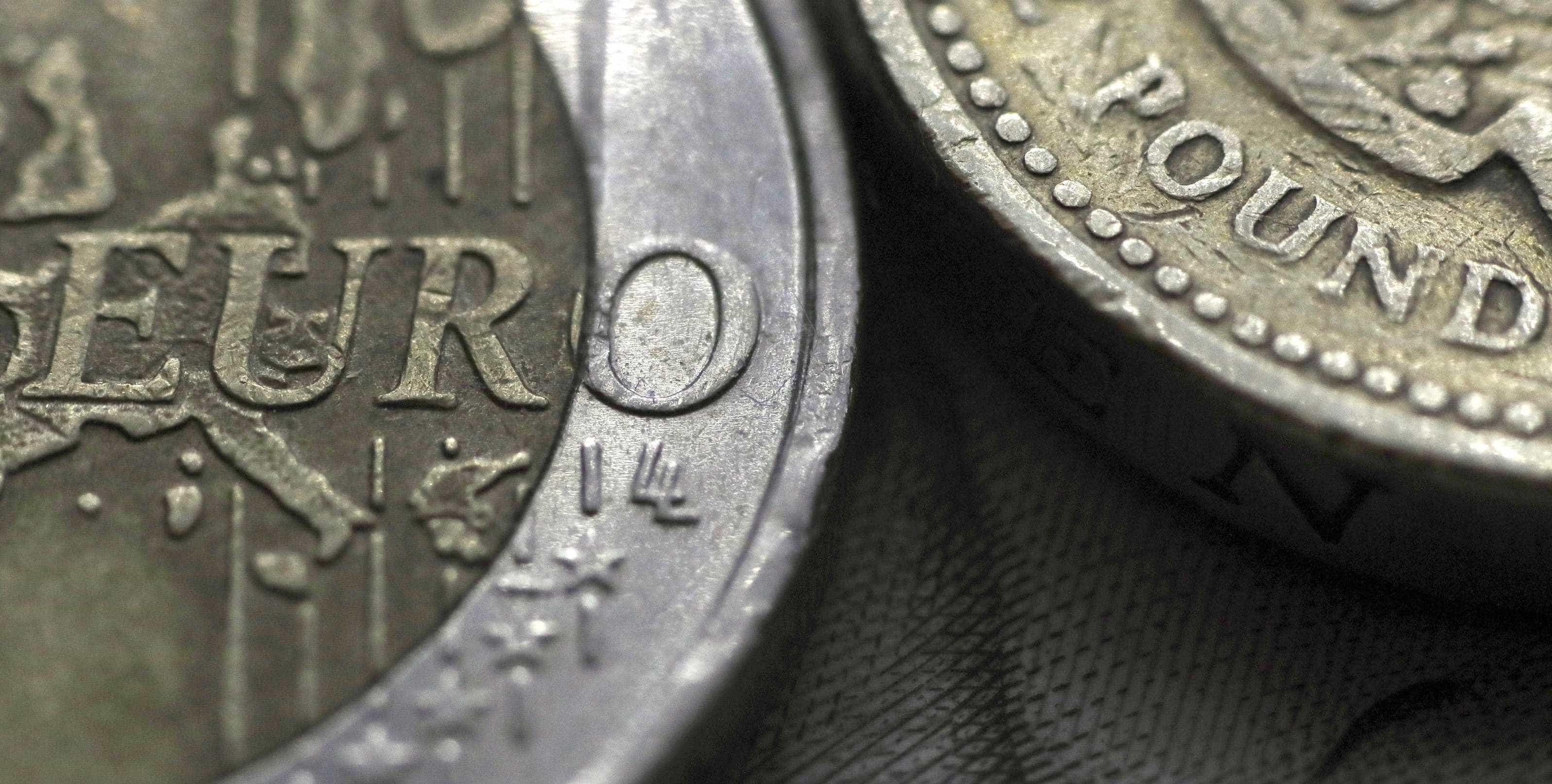 Sinais de abrandamento da economia pressionam euro