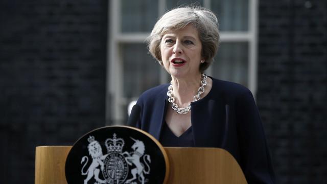 May discorda de Corbyn sobre união aduaneira mas abre porta