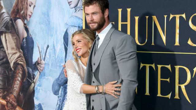 Filho de Chris Hemsworth e Elsa Pataky levado para hospital após lesão