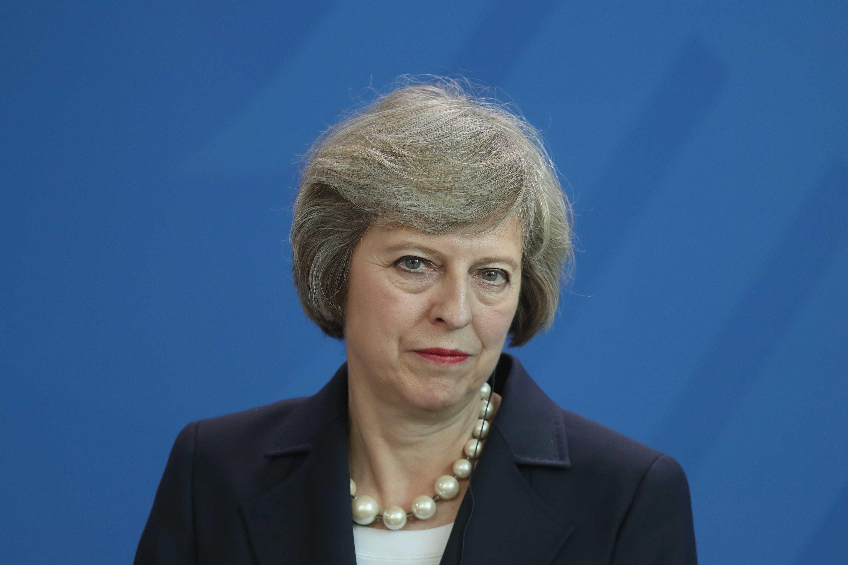 May vai adiar voto do Brexit