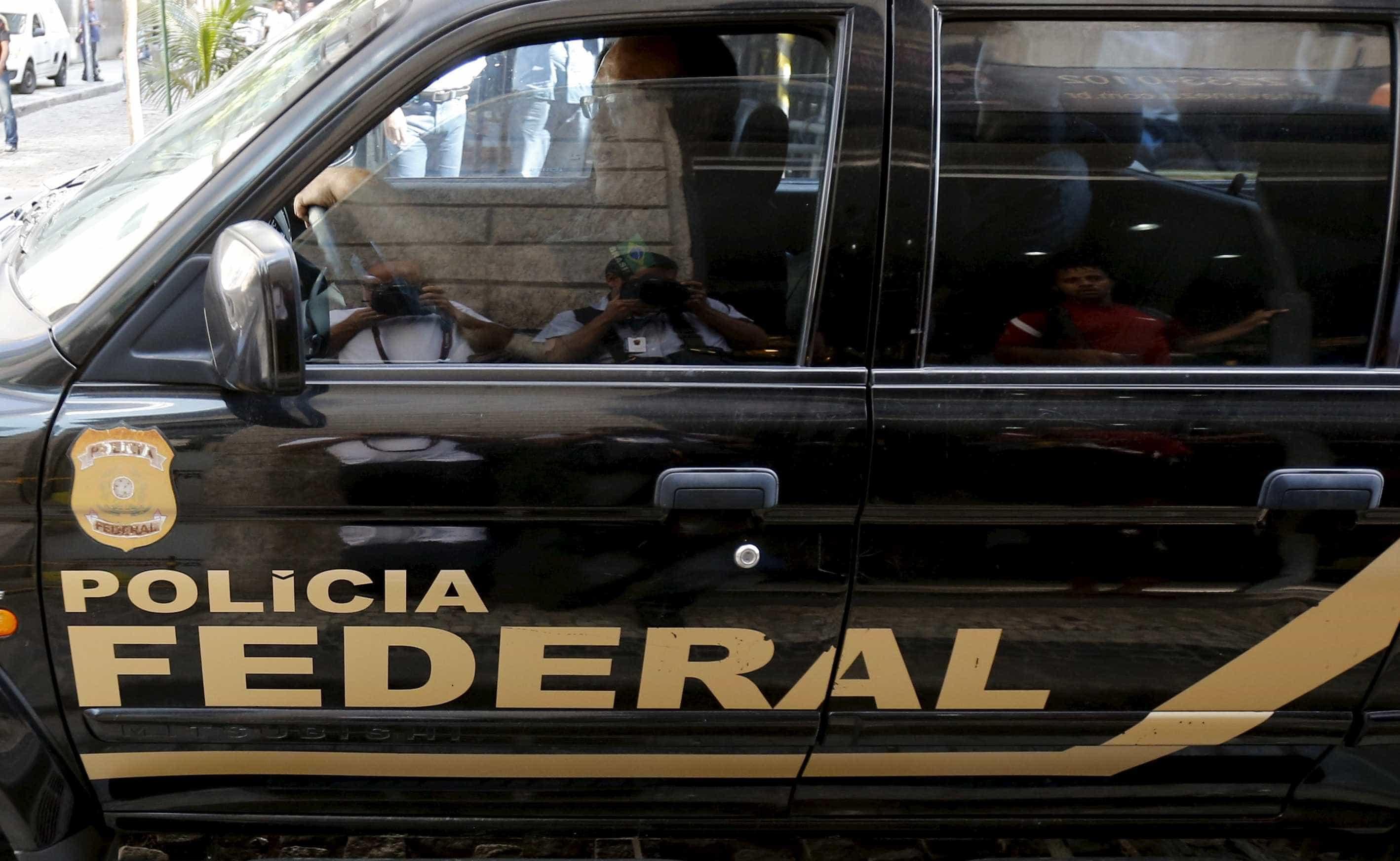 Filho de Bolsonaro namorou com filha de suspeito de homicídio de Marielle