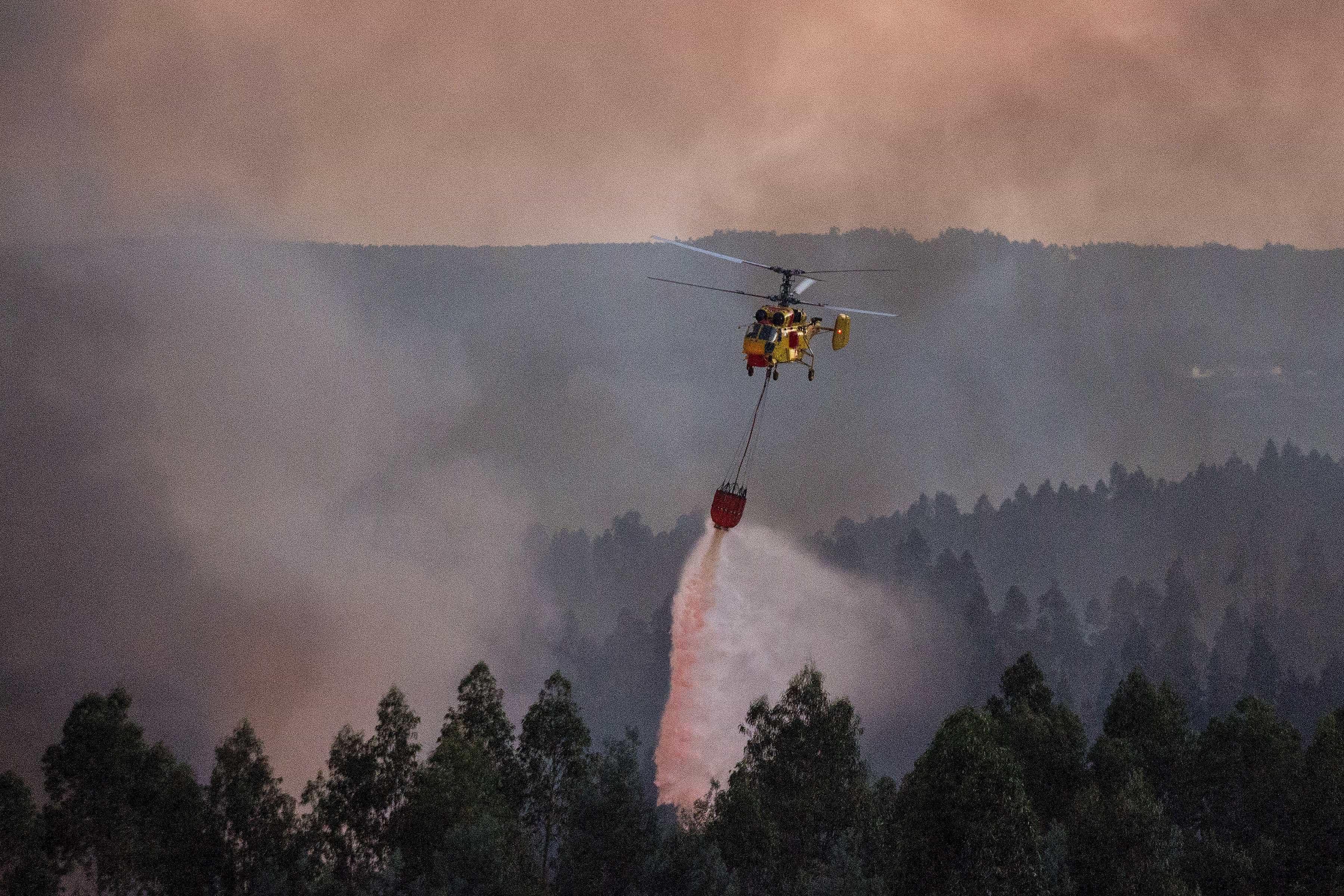 Chamas em Góis e Pampilhosa da Serra mobilizam meios aéreos