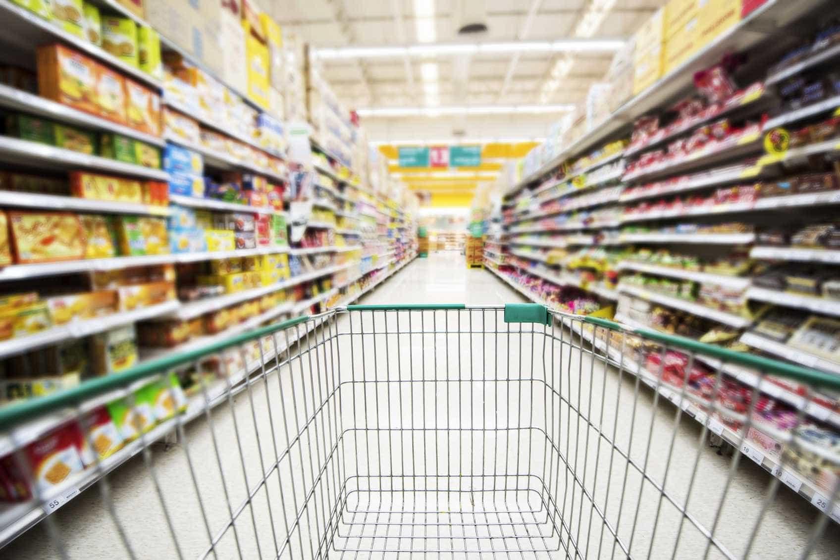 Supermercados fecharam mais cedo para funcionários aproveitarem a Páscoa