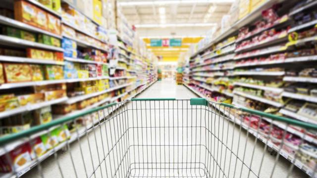 Crescimento económico desacelera, mas consumidores gastam mais