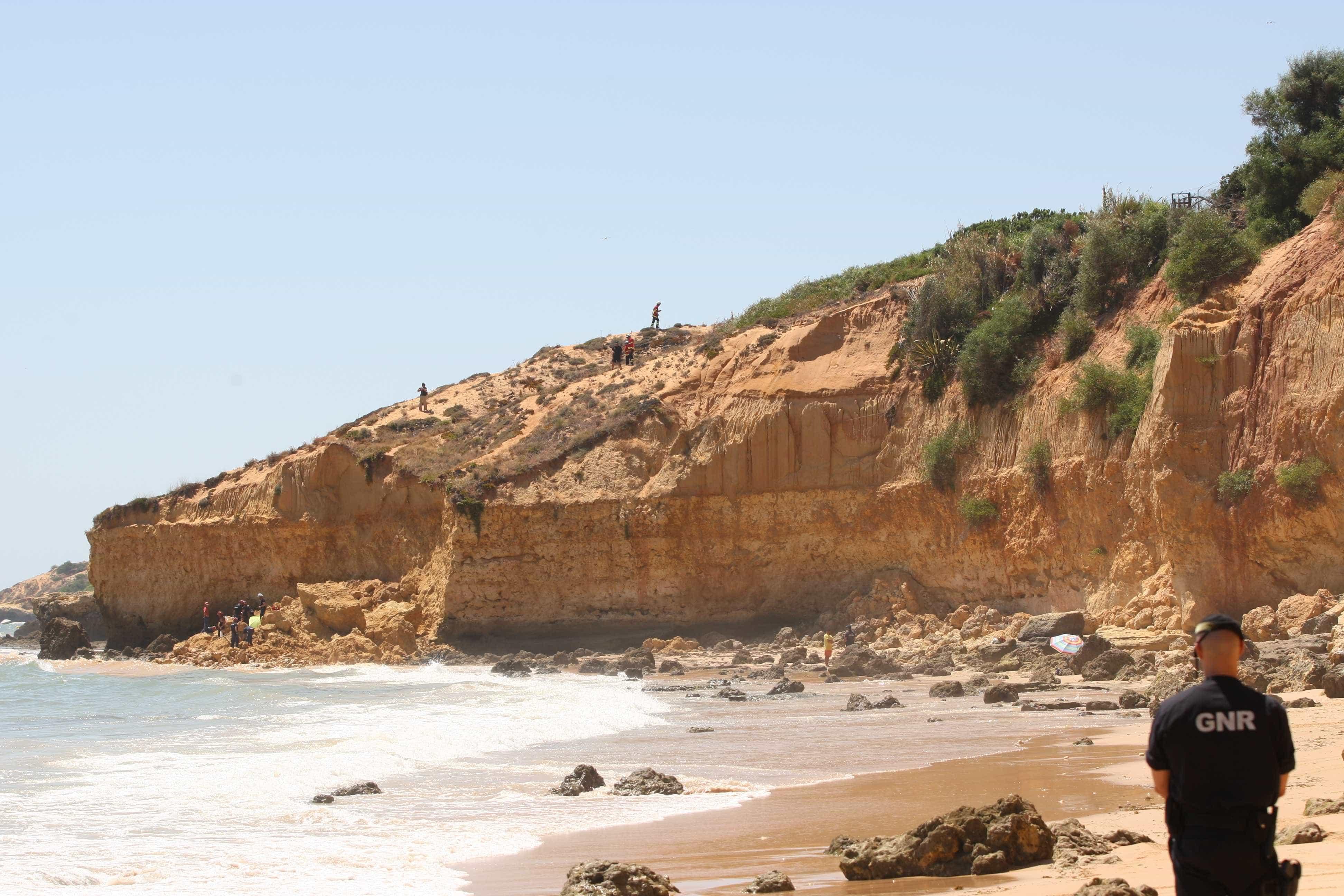 Derrocada na praia Maria Luísa sem vítimas ou danos materiais