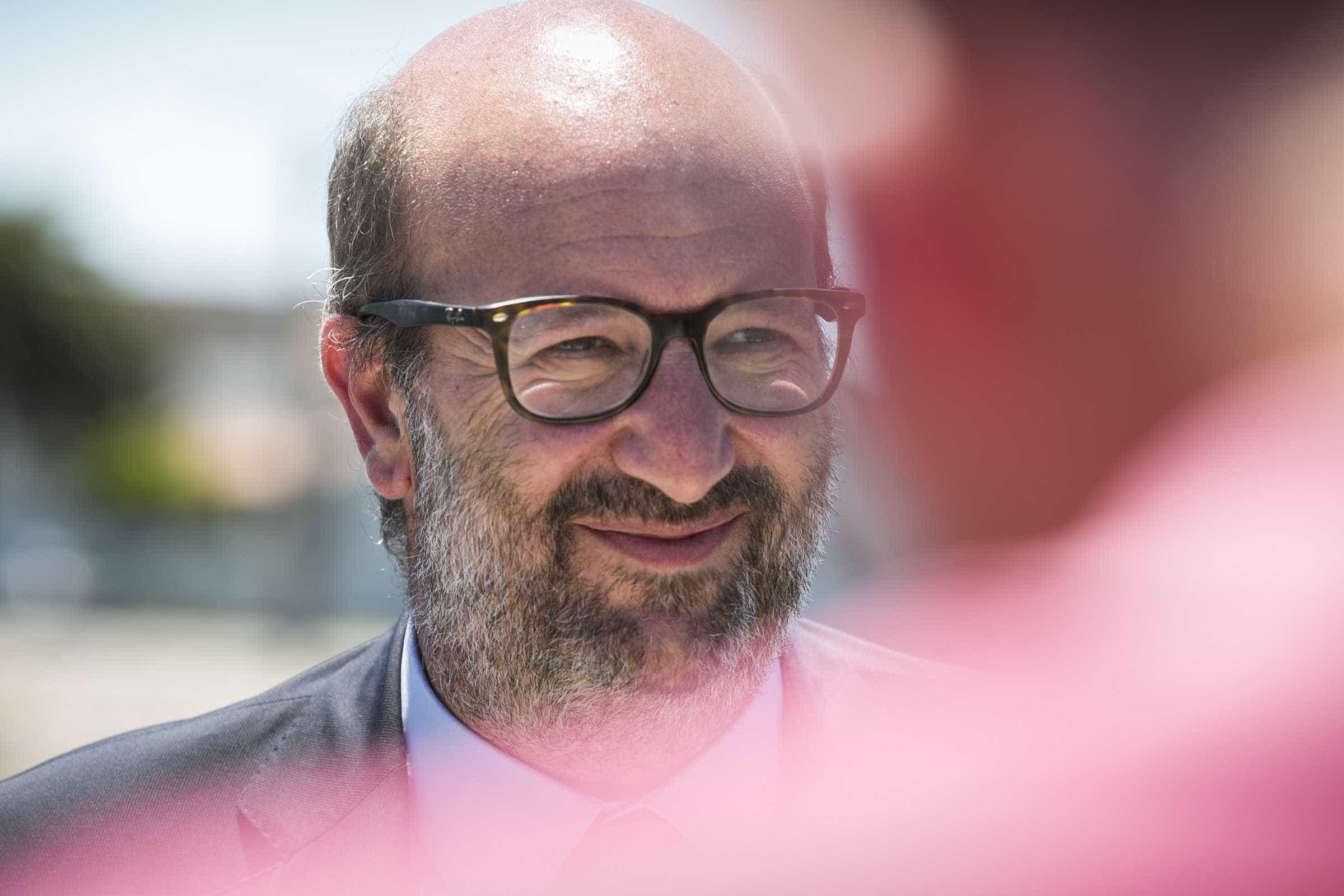 """Ministro diz que 1 de abril é o """"dia da verdade"""" devido aos novos passes"""