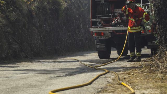 Incêndio em Esposende leva a evacuação de duas escolas