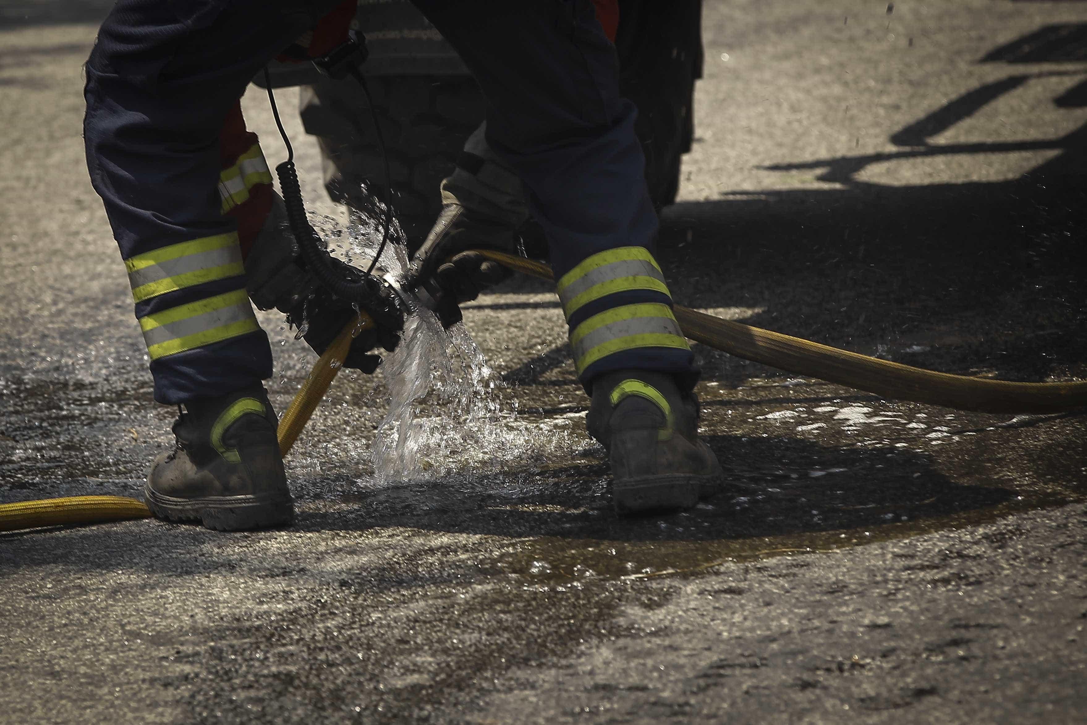 Cinco carros destruídos pelas chamas no Porto