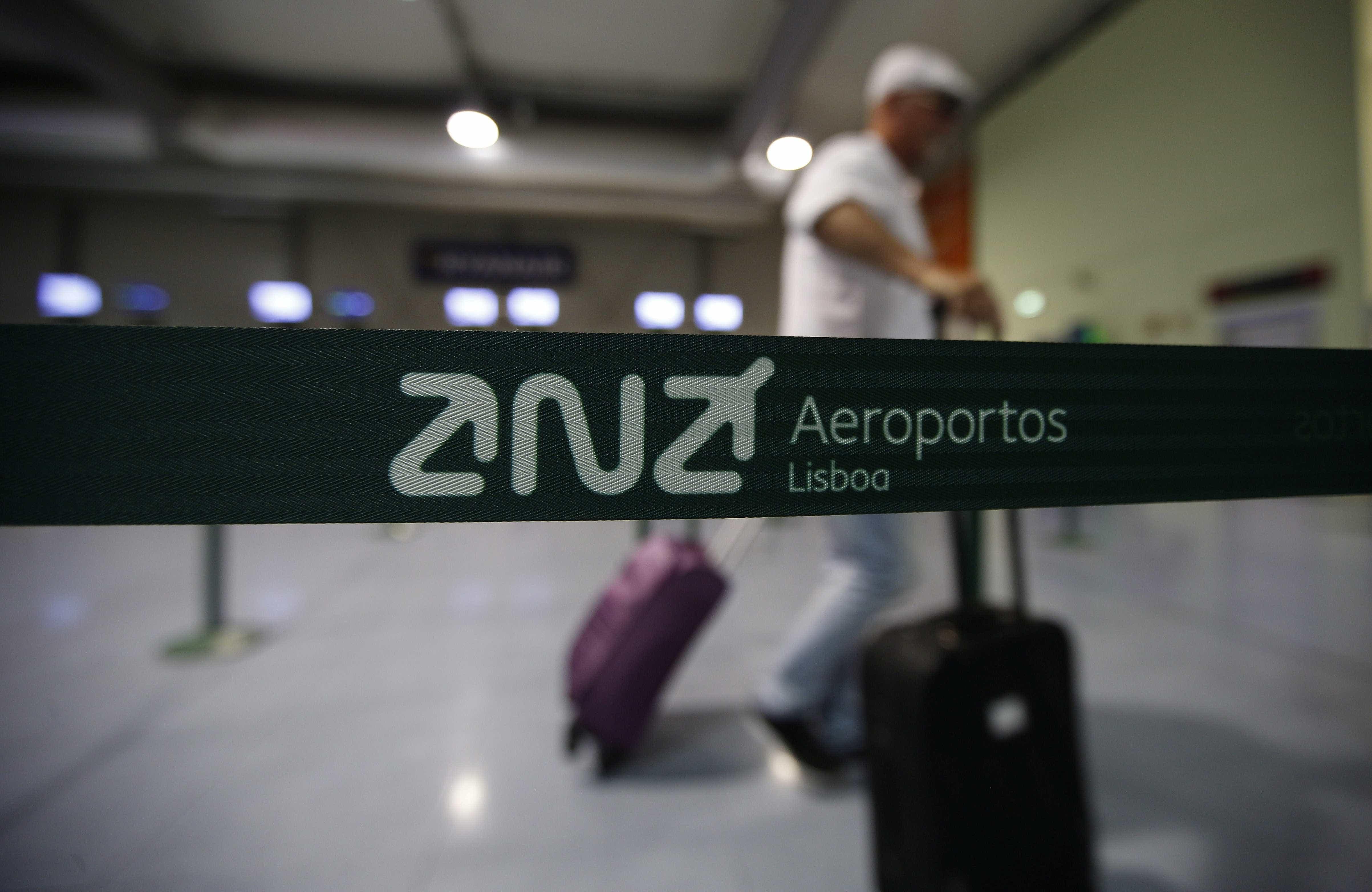 Quatro detidos no aeroporto de Lisboa por furtos a passageiros