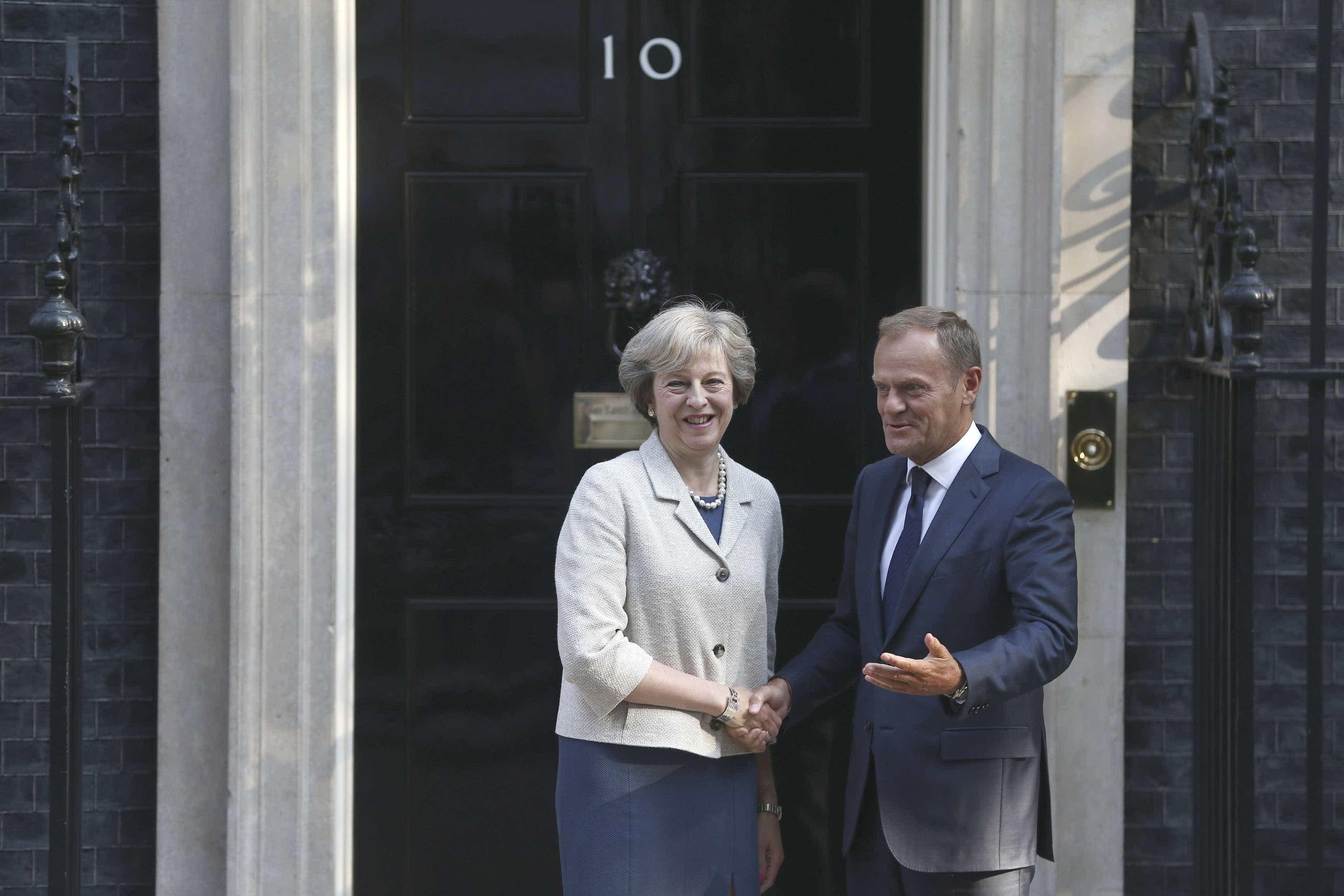 Tusk e May reúnem-se no domingo à margem da cimeira UE-Liga Árabe