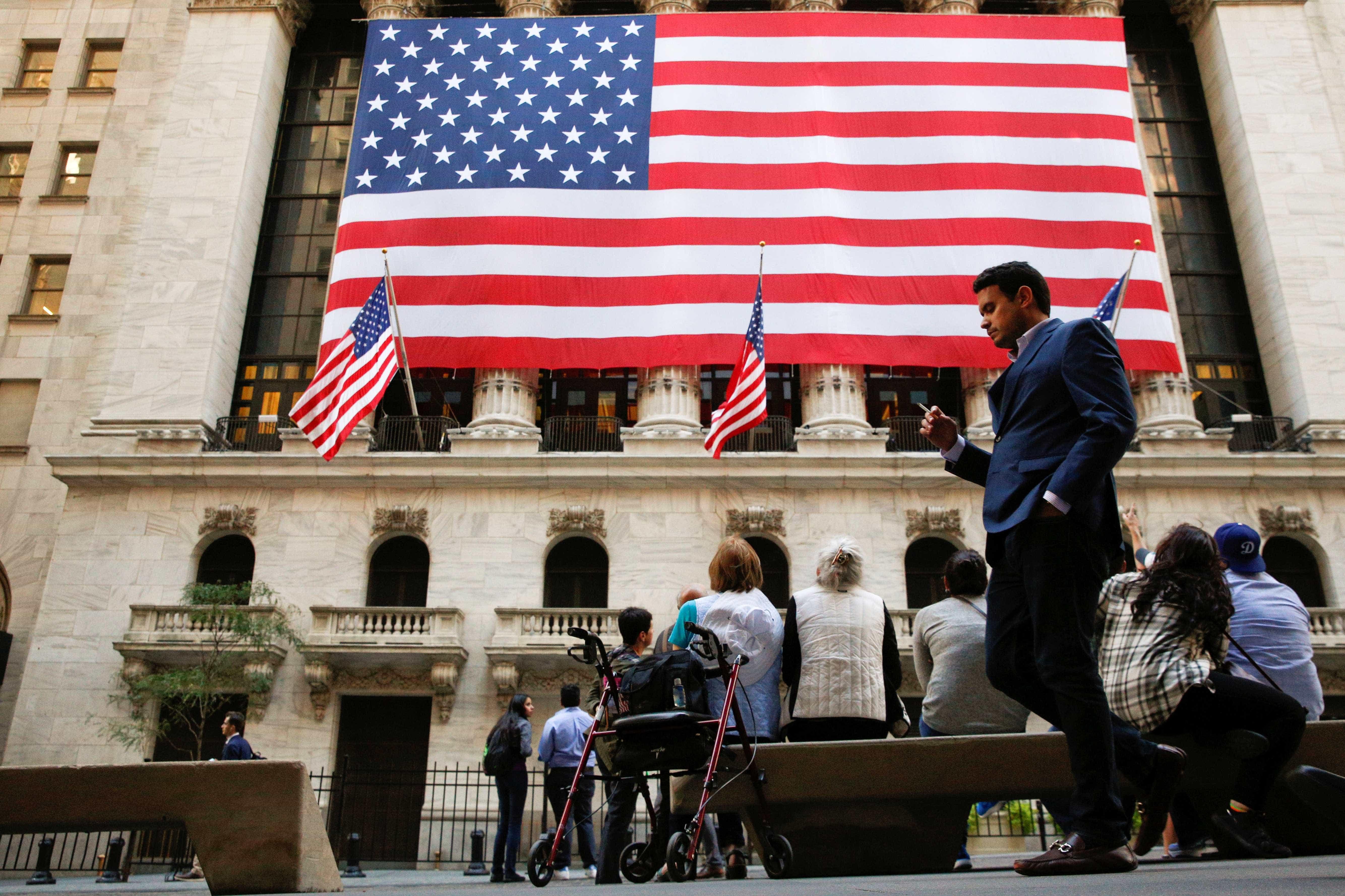 Wall Street segue em baixa com bancos e tecnológicas a liderarem perdas