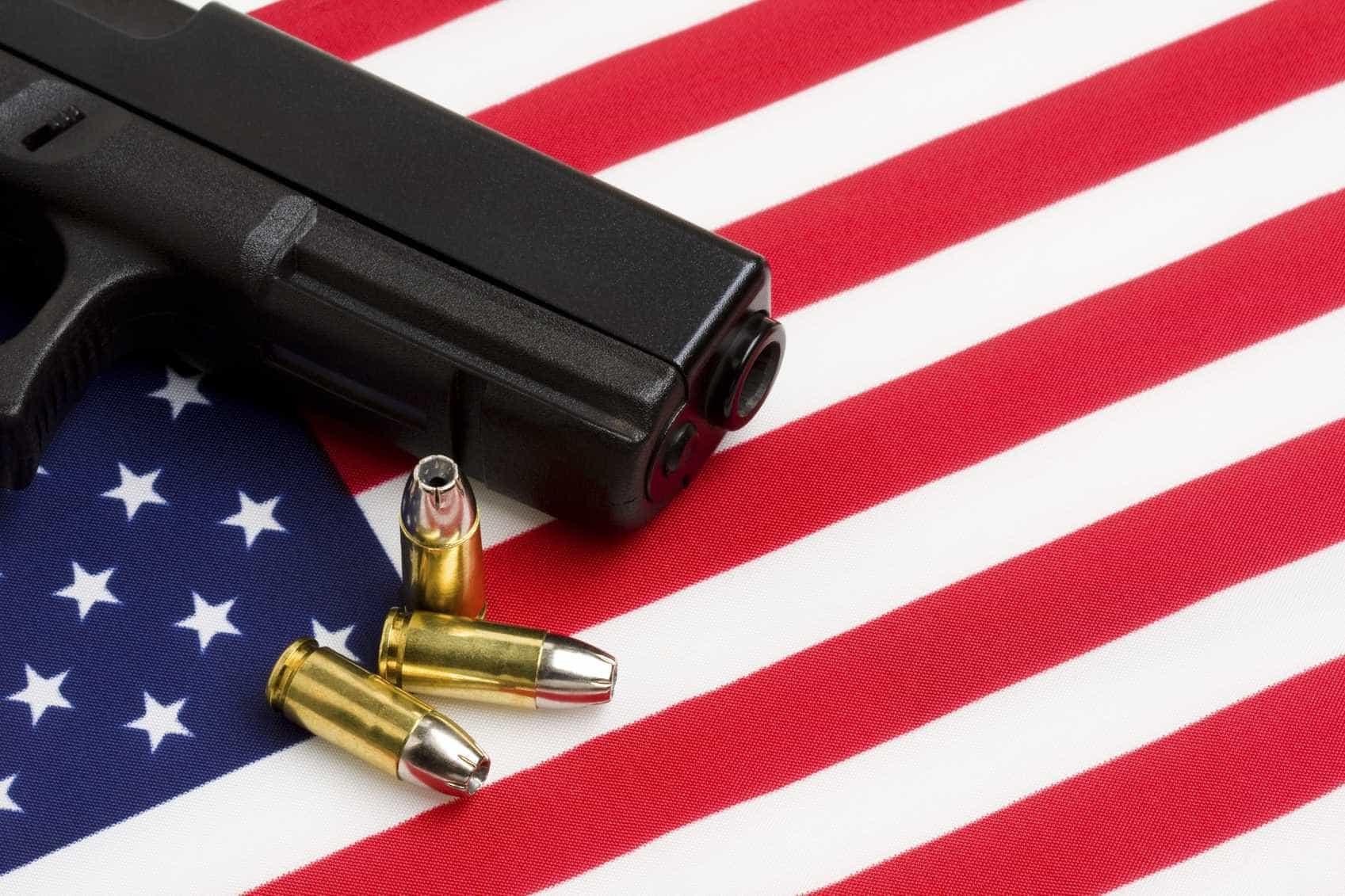Tentam assaltar loja nos EUA e acabam rodeados por clientes armados