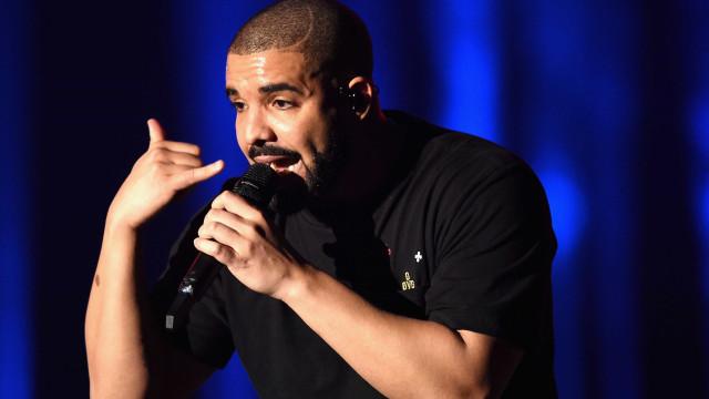"""Vídeo de Drake a acariciar fã menor: """"Gosto de sentir os teus seios"""""""