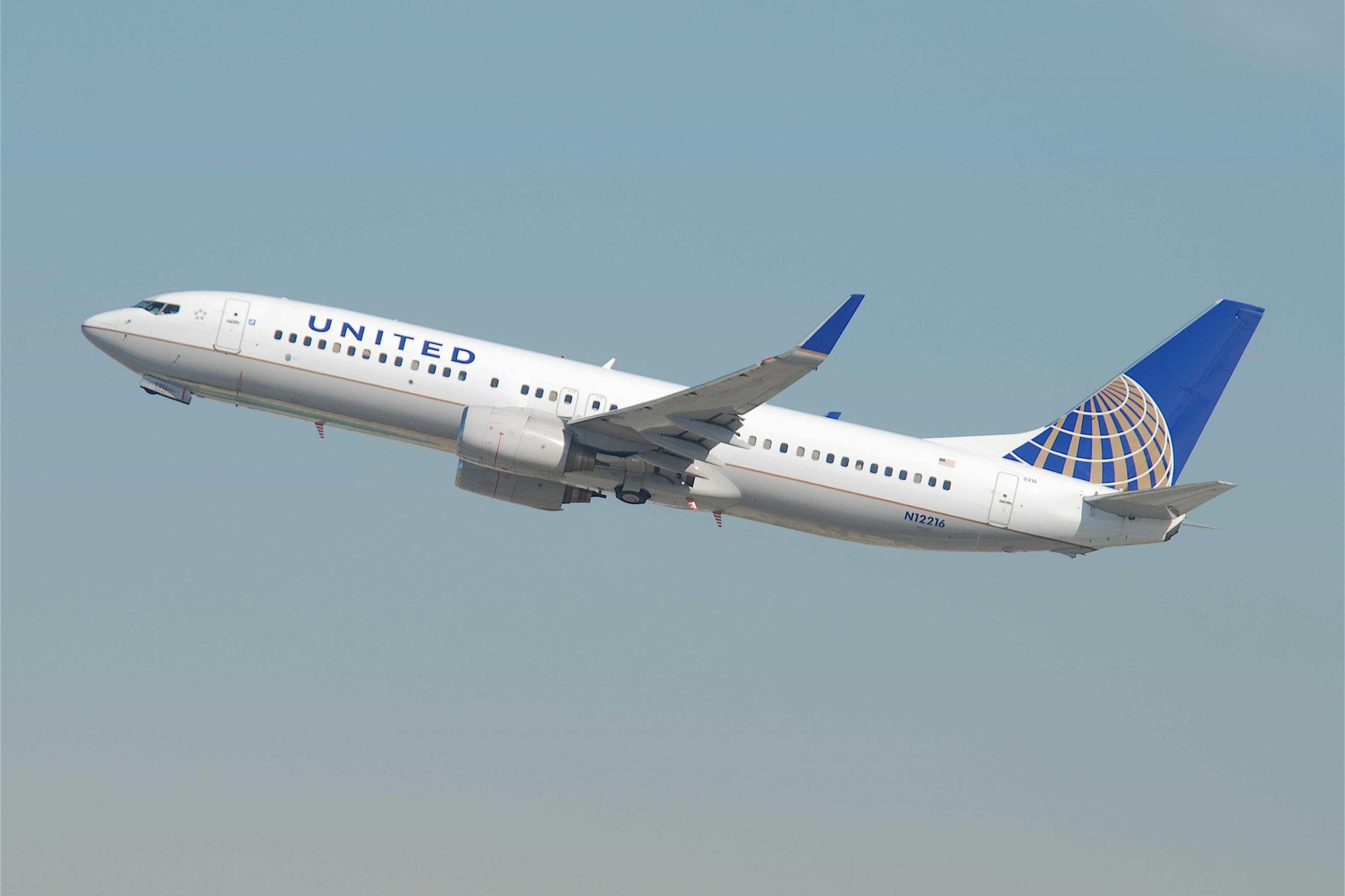 Voo da United Airlines declara emergência aérea ao sobrevoar a Escócia