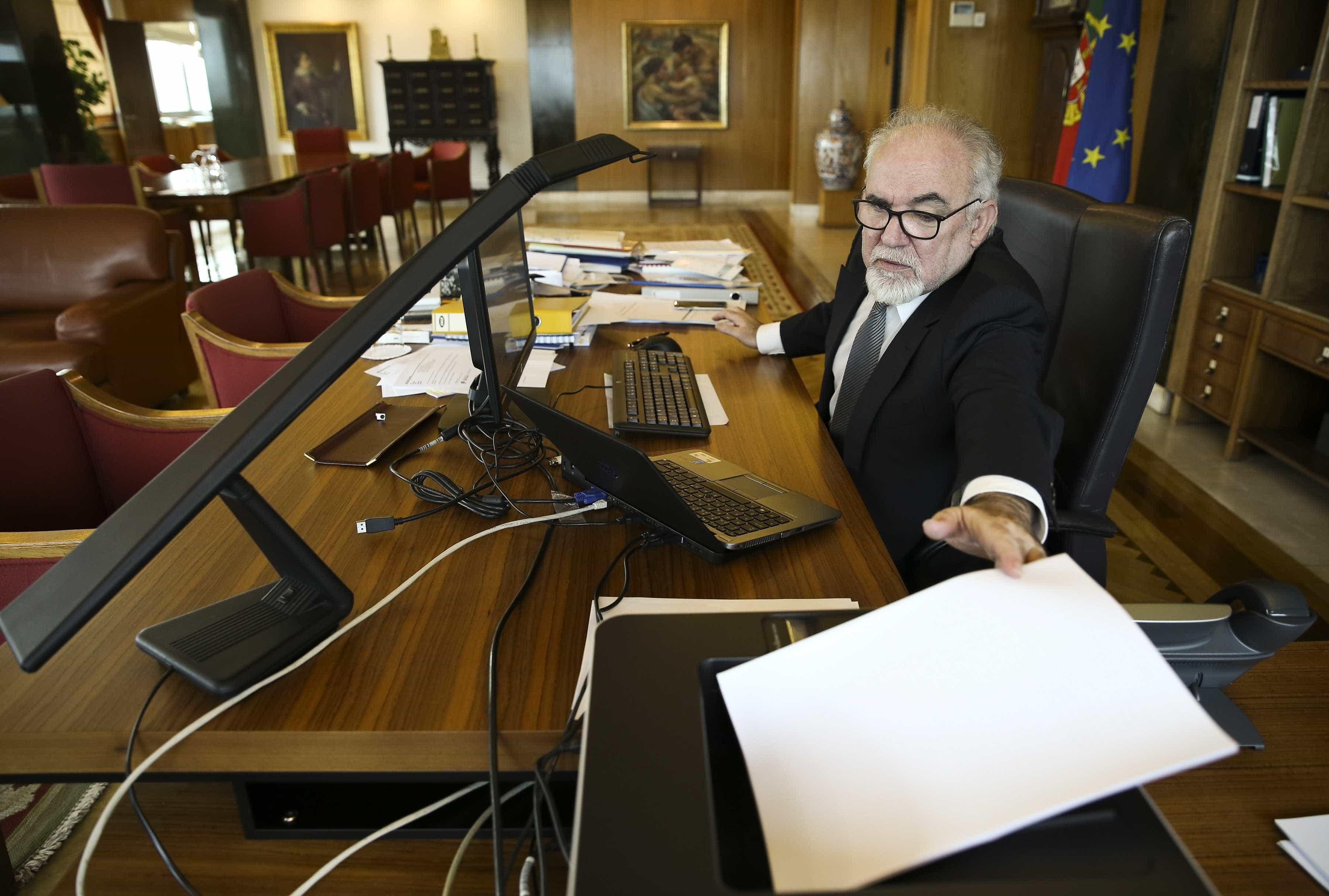 Ministro garante que vai resolver atrasos nas pensões no 1.º semestre