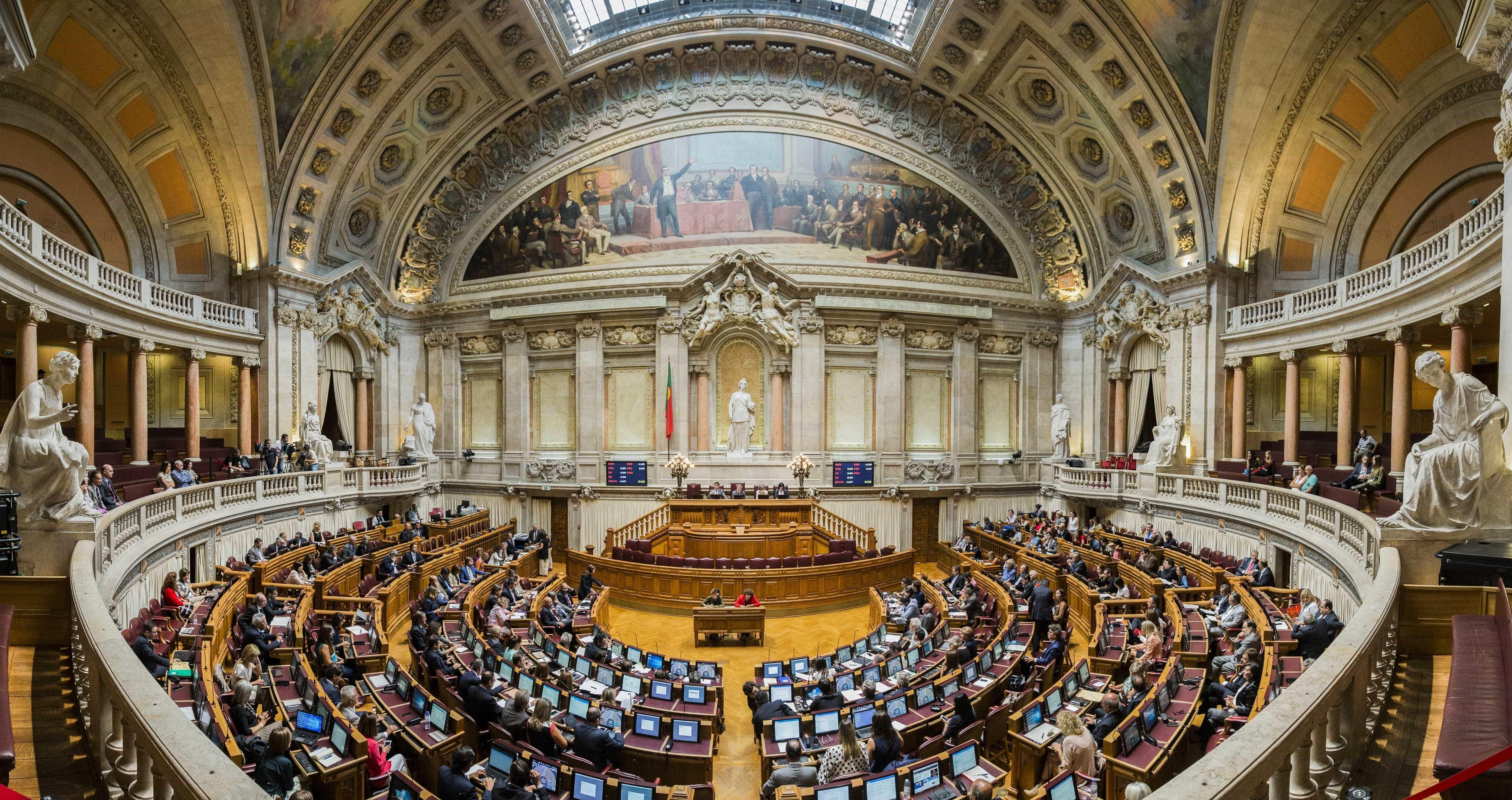 Partidos assinalam progressos mas recusam compromisso com renovação
