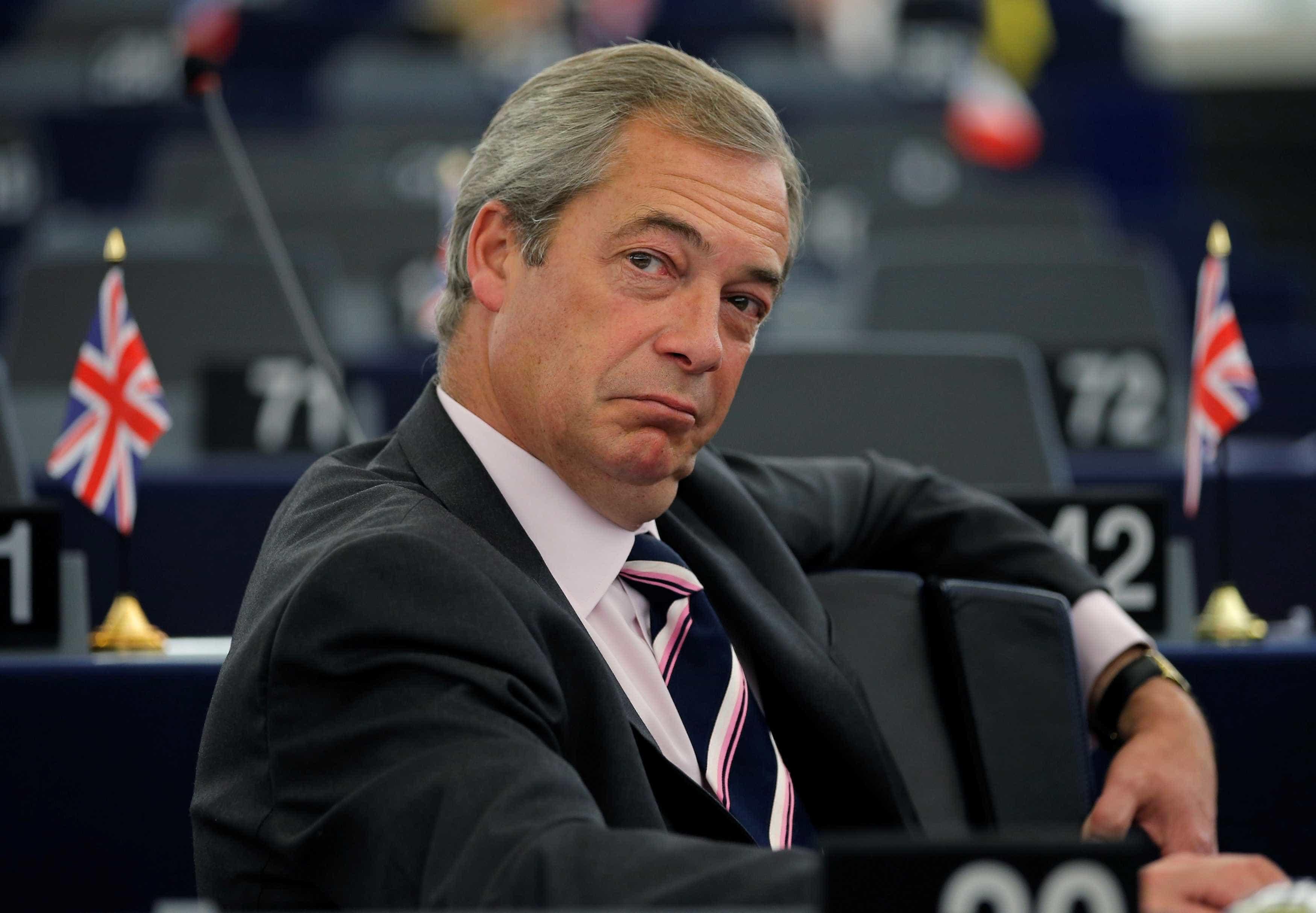 """Farage defende que """"solução simples"""" é Brexit sem acordo em 29 de março"""