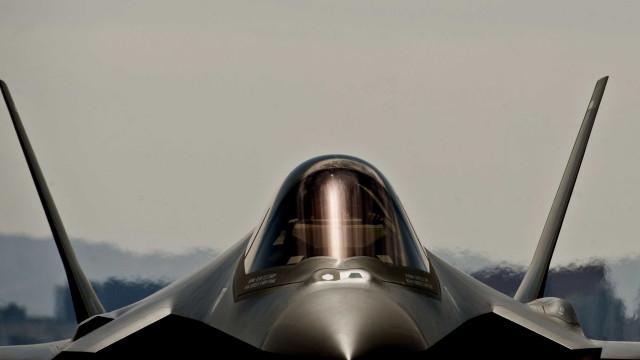 Caça da Força Aérea japonesa despenha-se no oceano Pacífico