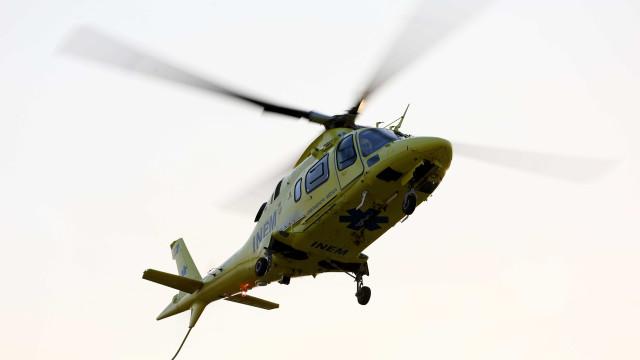 Colisão em Aljezur faz dois feridos graves. Helicóptero do INEM no local