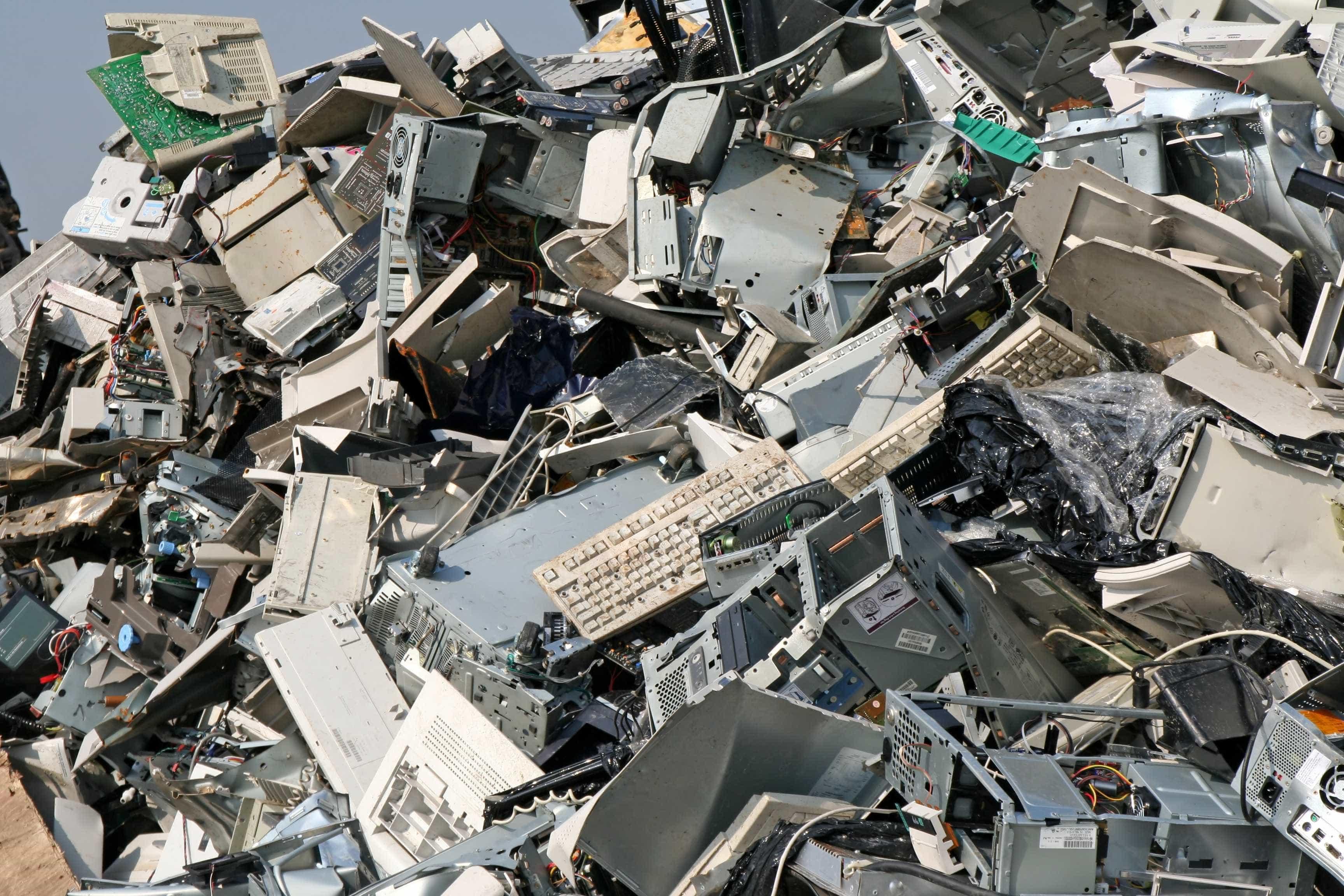 Tem lixo eletrónico em casa? Saiba como transformá-lo em sonhos