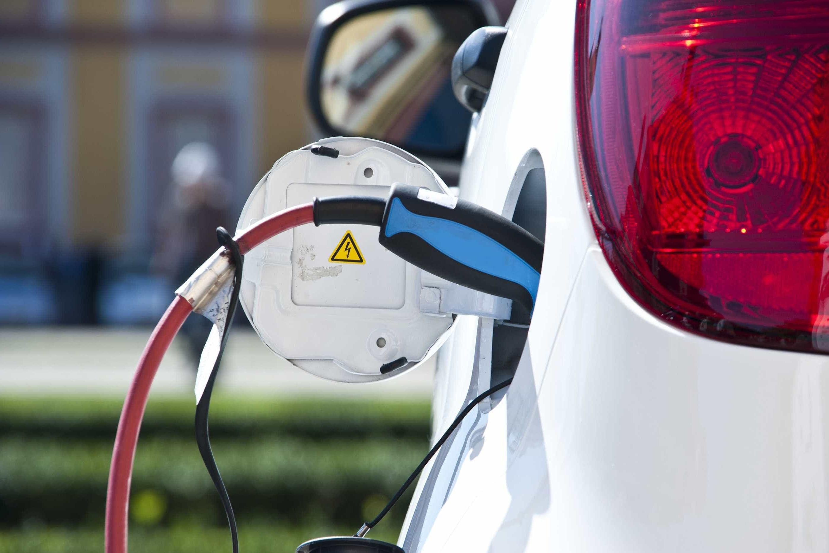 """Automóveis elétricos """"triunfarão e bem mais depressa do que se julga"""""""