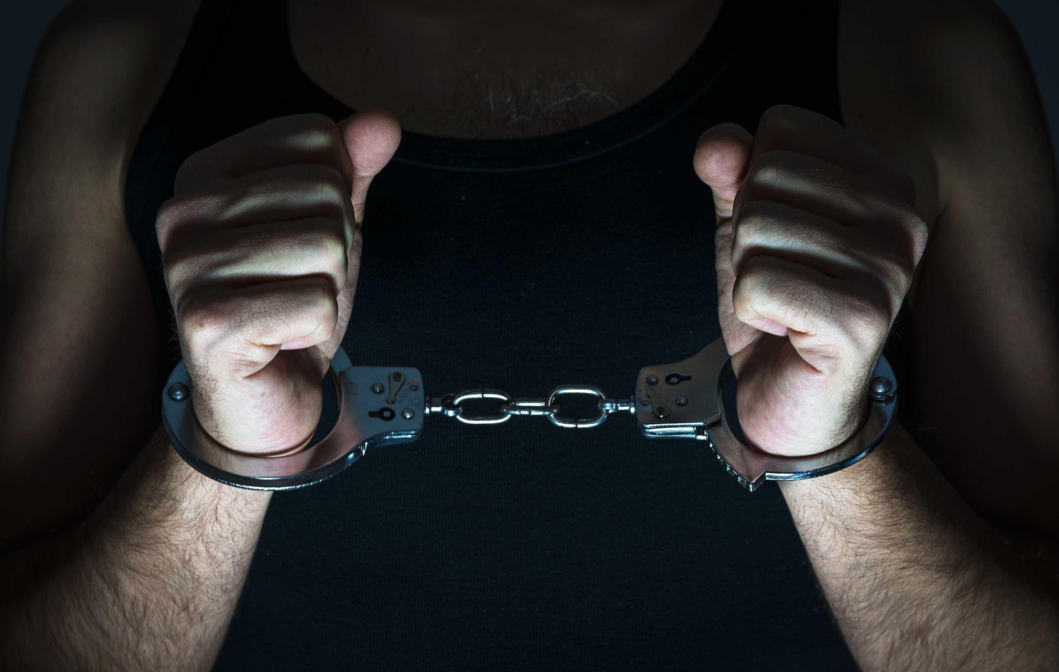 """Suspeito de violência doméstica chama a PSP para não """"concretizar"""" crime"""