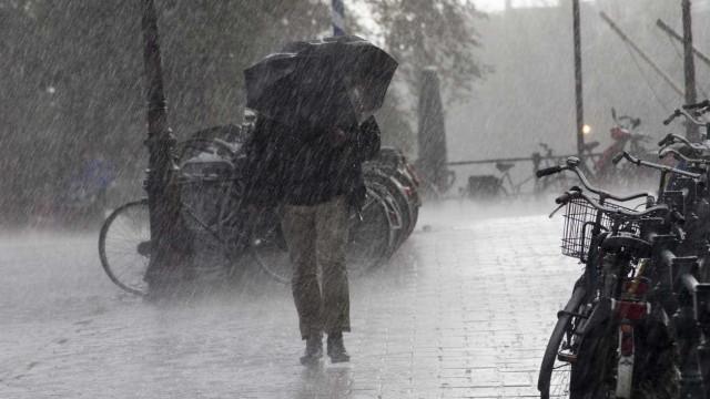 O inverno voltou? Sete distritos sob aviso devido a vento forte e neve