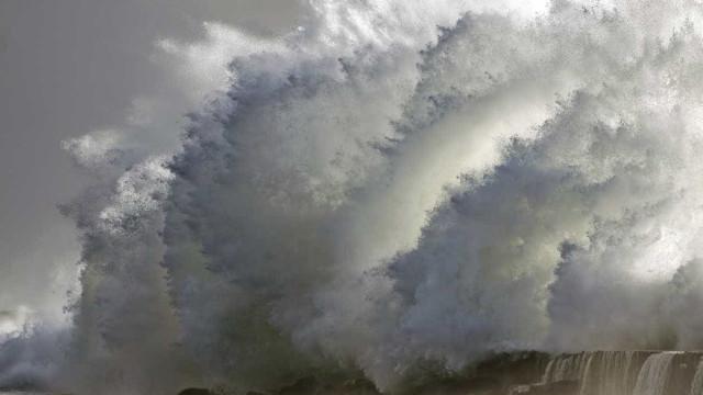 Autoridades alertam para mar agitado e ondulação forte no Algarve