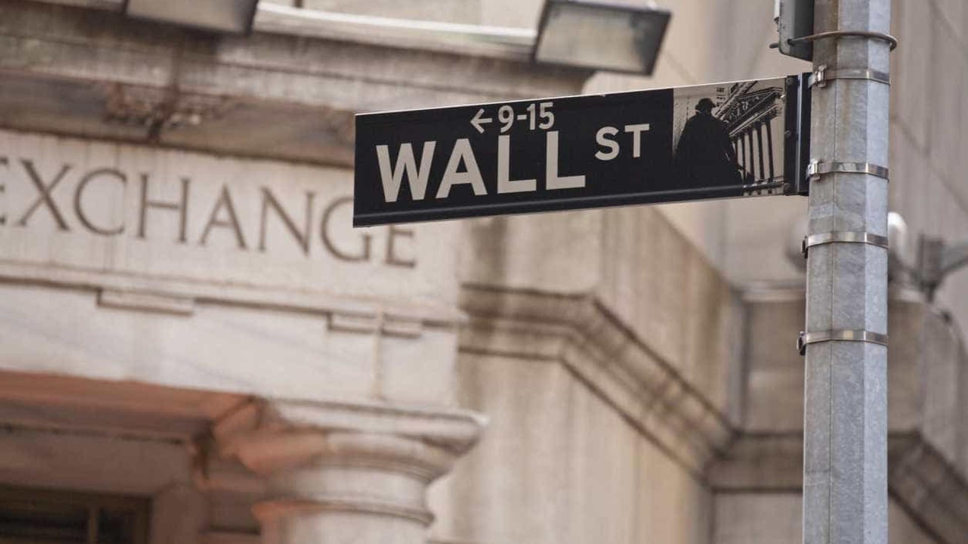 Wall Street fecha em alta graças a criação dececionante de emprego