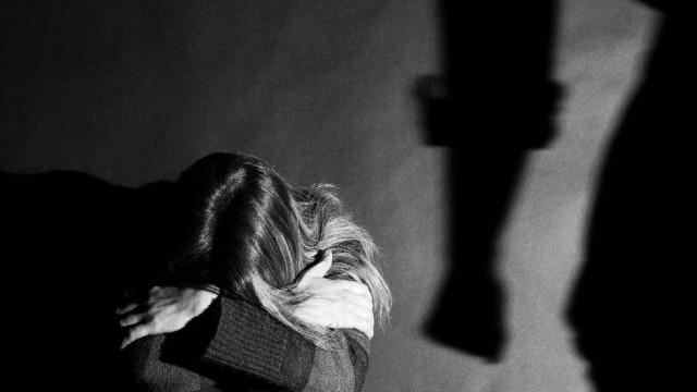 Tribunal reduz pena de prisão de ex-GNR que agrediu mulher e filha