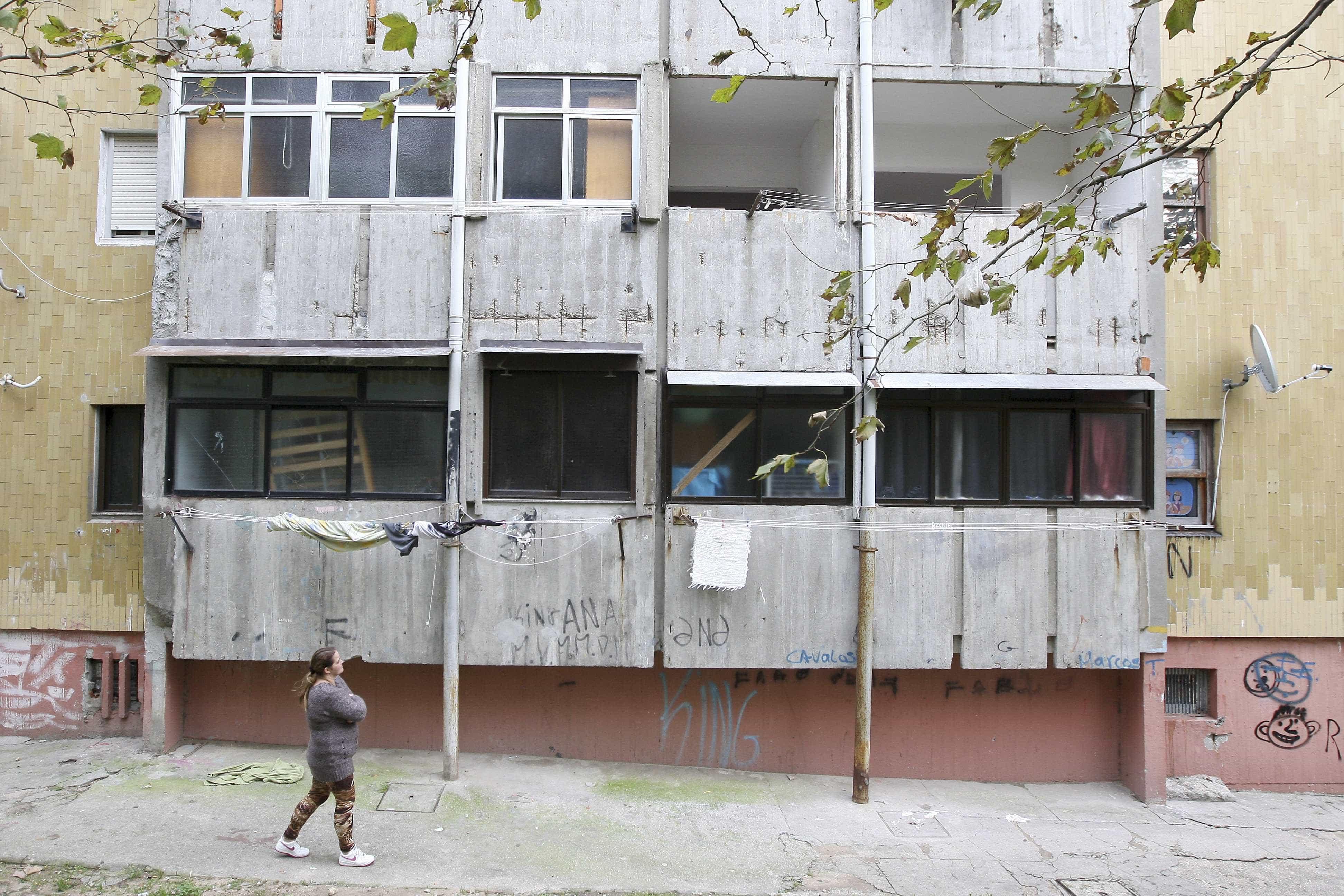 """Bairro do Aleixo vazio em maio e torres vão ser """"desmontadas"""""""