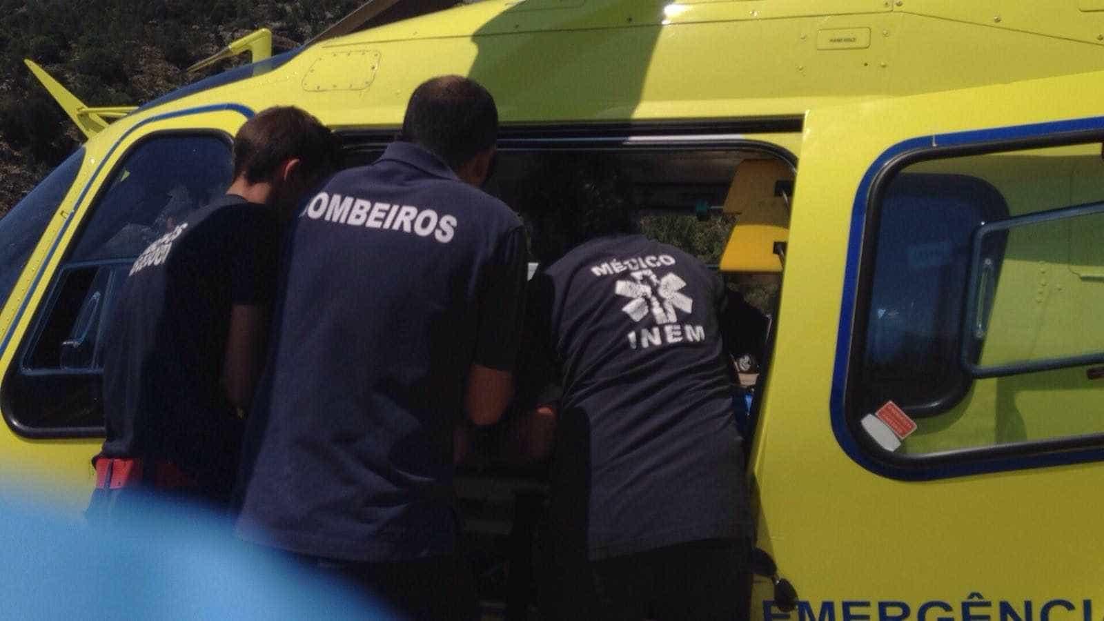 Despiste faz três feridos graves e corta Estrada Nacional 4 no Montijo