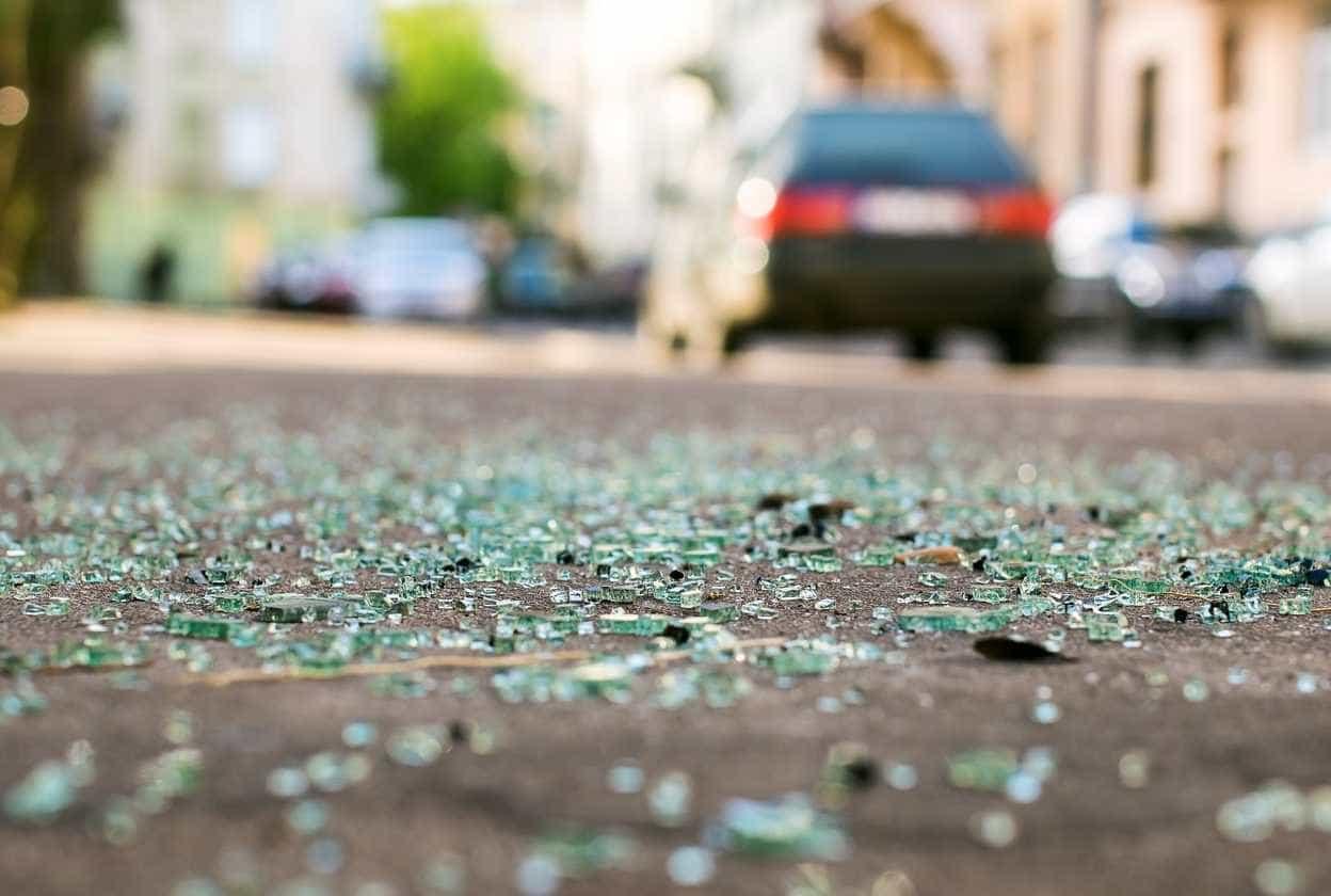 Colisão entre três veículos faz um morto e um ferido grave