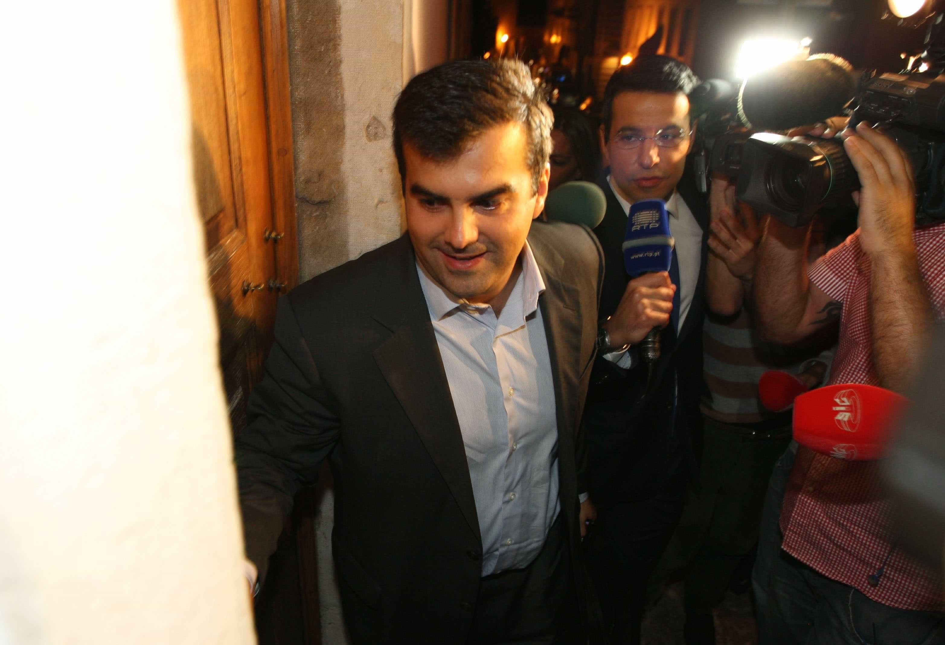 """Governo tentou """"mentir aos portugueses"""" e colocou links errados em portal"""