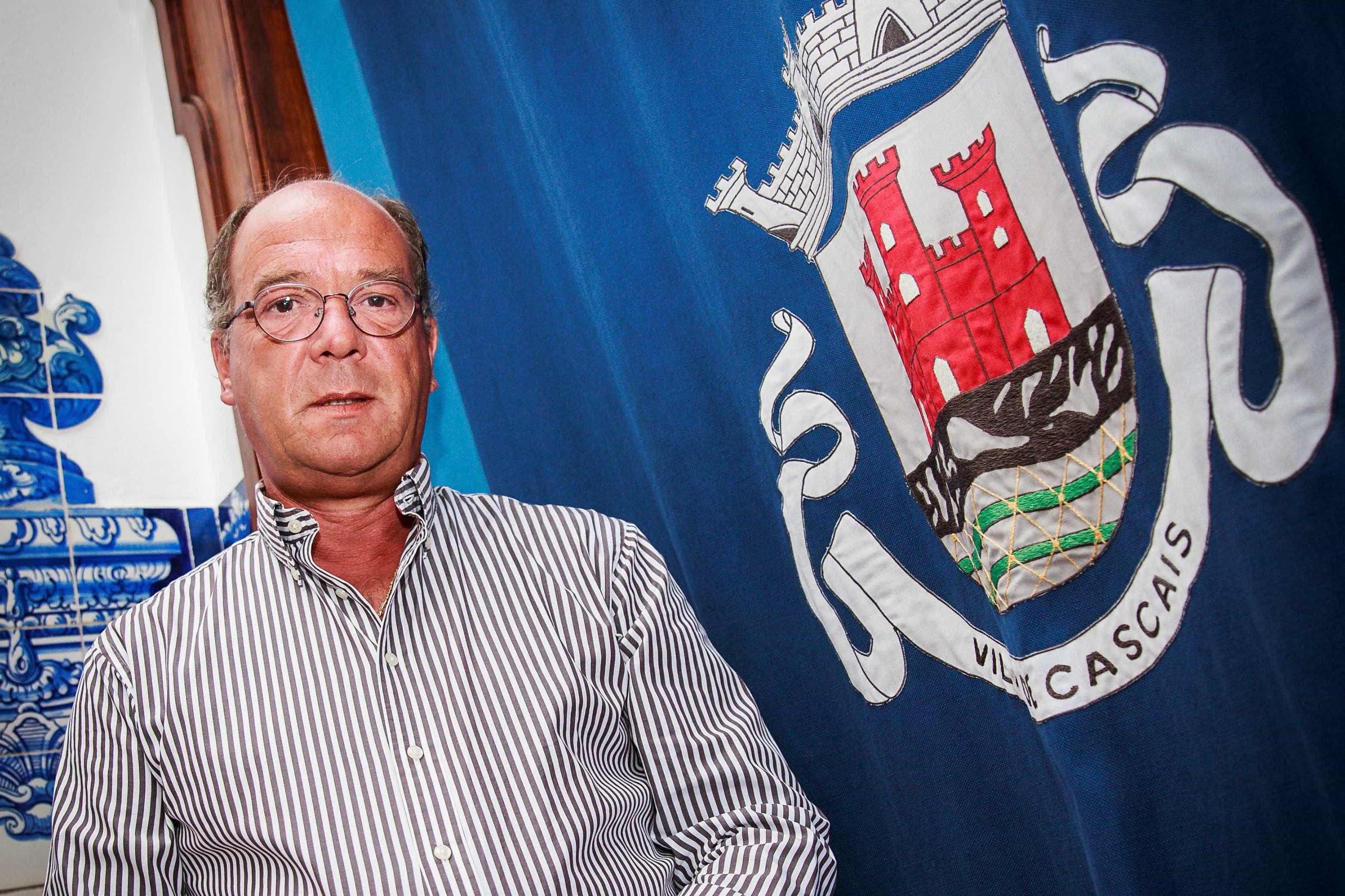 """Presidente de Cascais: """"O incêndio não está extinto, mas está controlado"""""""