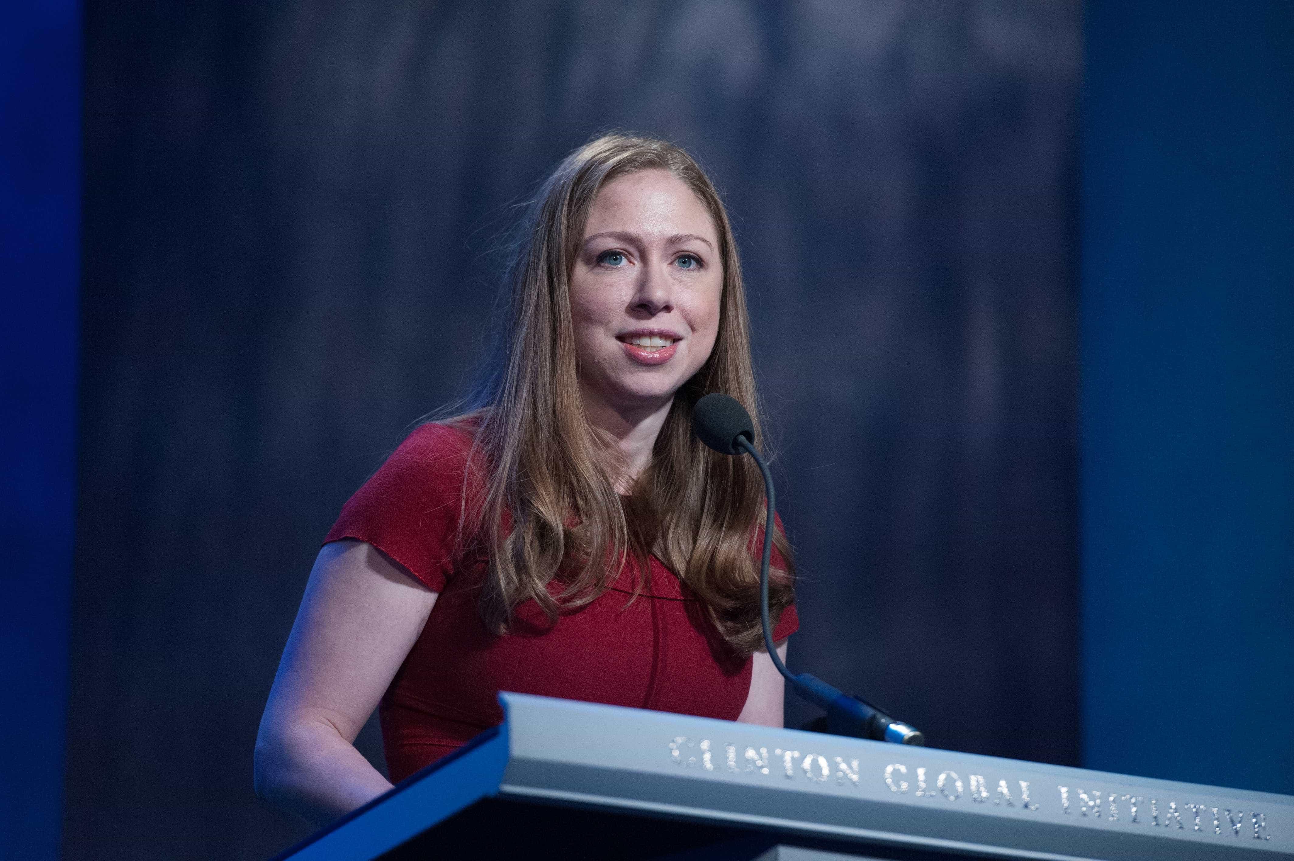 Nova Zelândia: Chelsea Clinton confrontada com críticas durante vigília