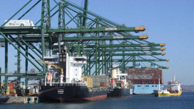 Exportações aceleraram 4,6% em fevereiro, mas importações cresceram mais