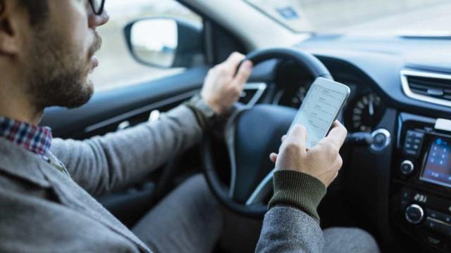 Telemóvel ao volante entre causas de 129 mortes nas estradas em 2019