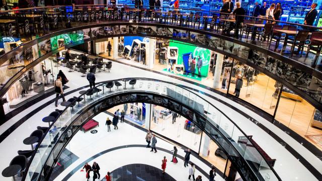 Se fizer isto num destes centro comerciais britânicos pode ser preso
