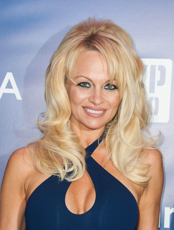 Pamela Anderson voltou para os braços do ex-namorado, Adil Rami
