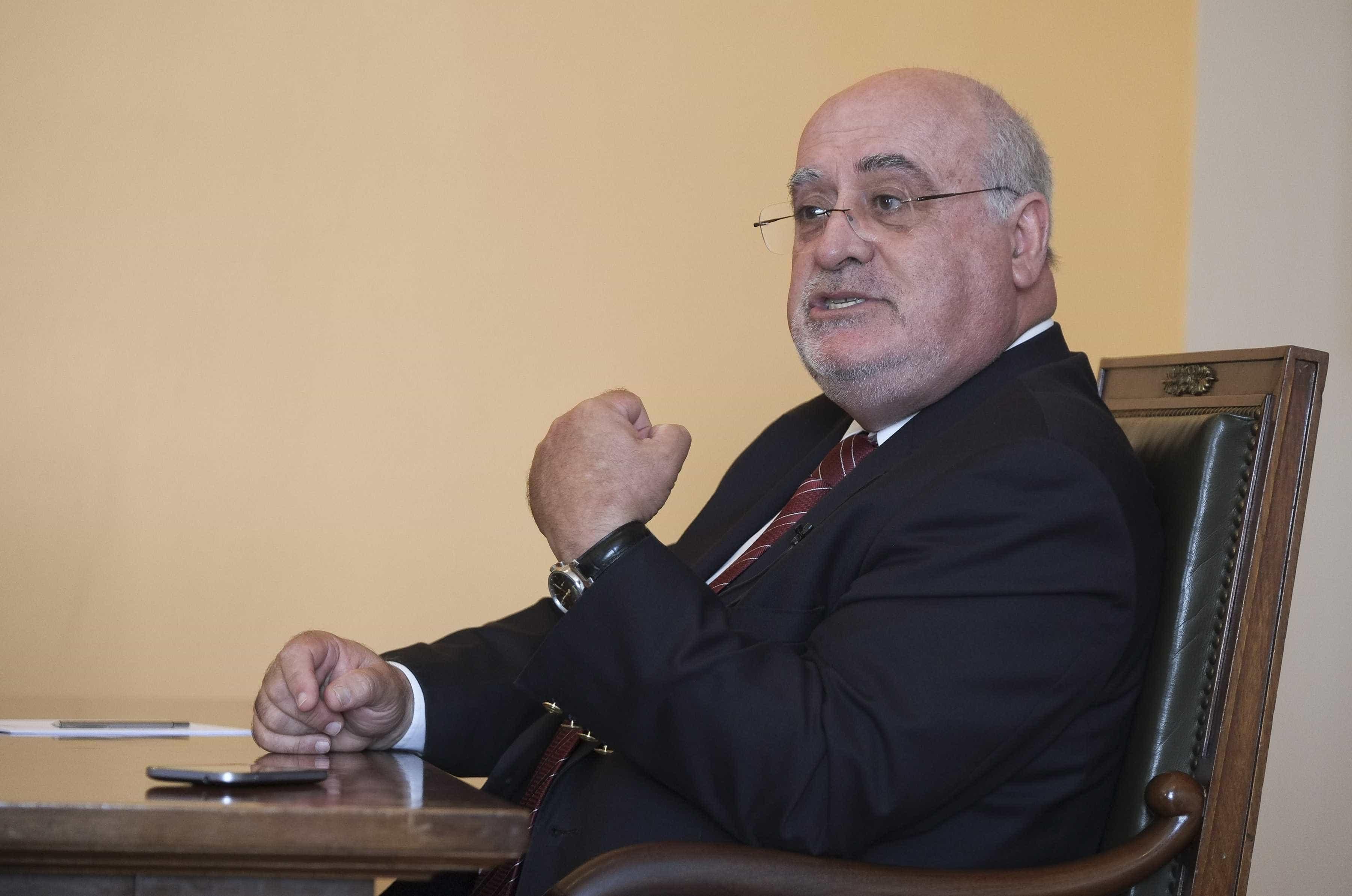 """Ministro da Agricultura """"não percebe"""" críticas sobre apoios a Monchique"""